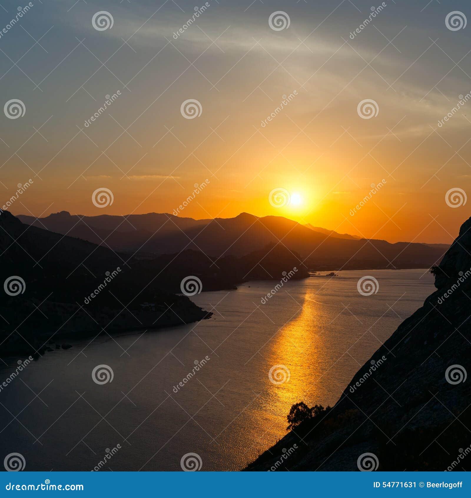 Zachód słońca nad morze
