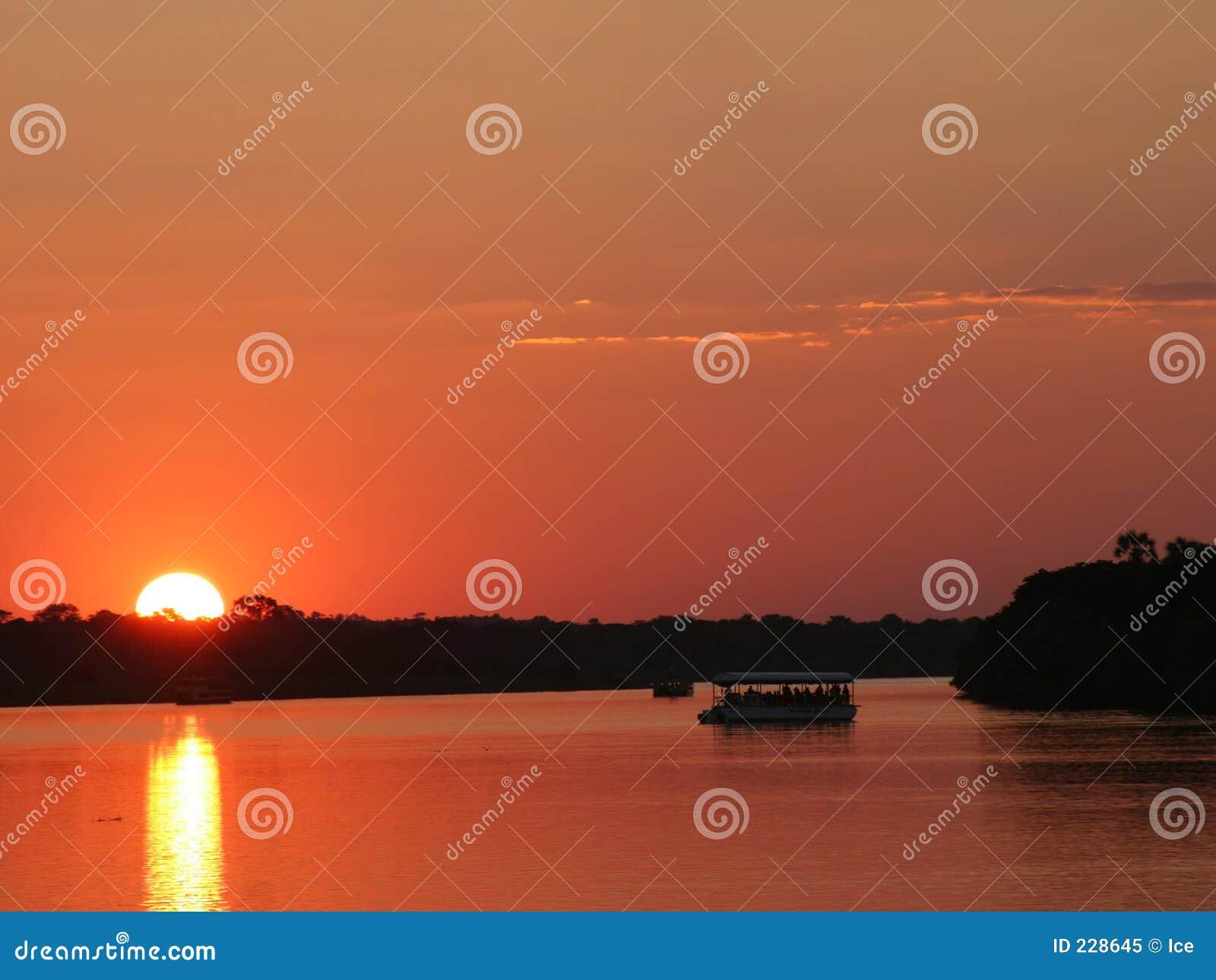 Zachód słońca nad rzekę Zambezi Zimbabwe