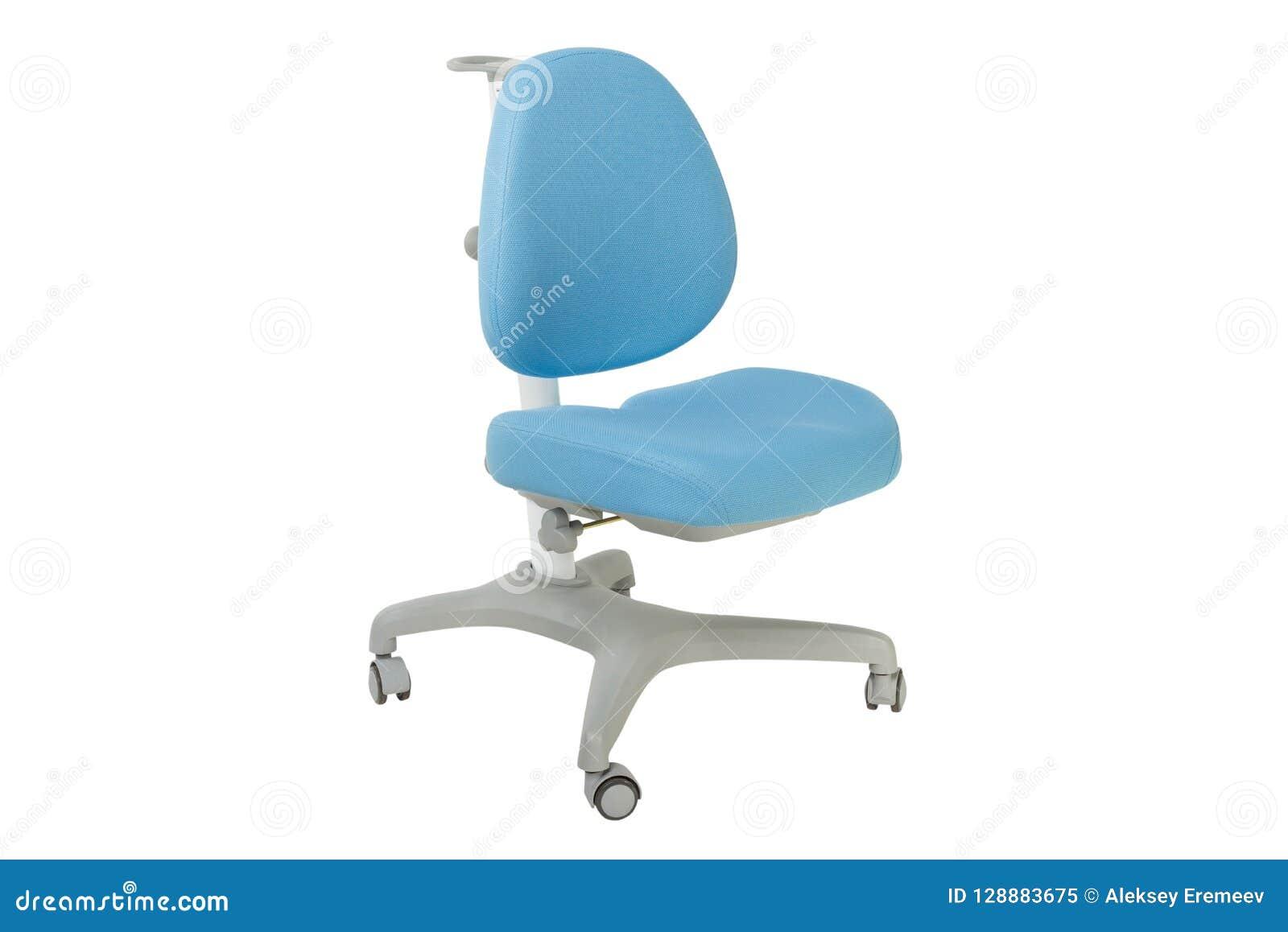 Zachte blauwe stoel op een witte achtergrond