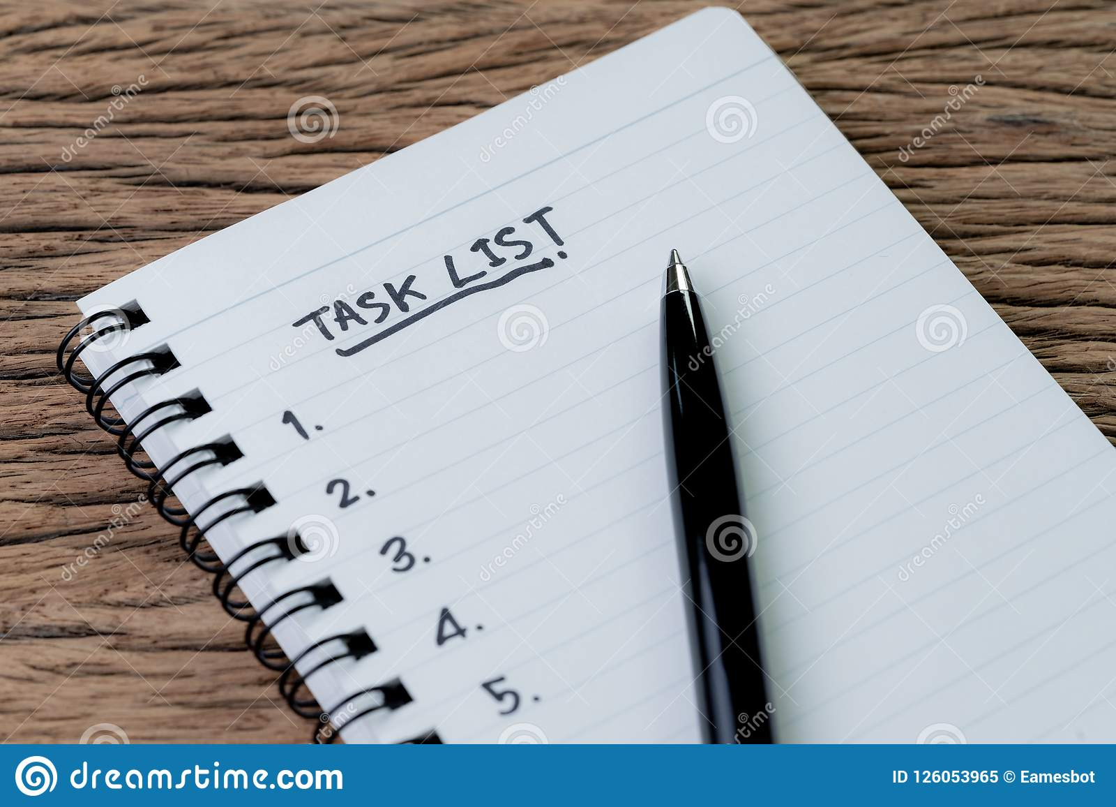 Zadanie lista, zarządzania projektem pojęcie, pióro na białego papieru notepa