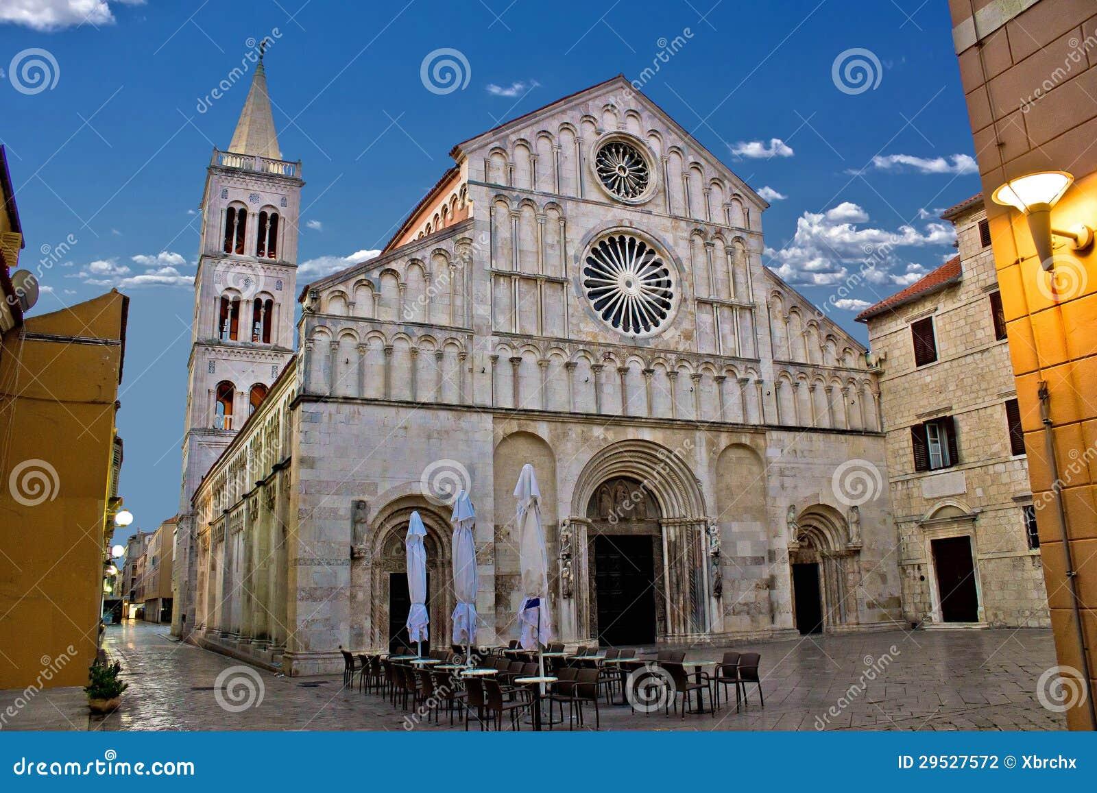 Zadar, Calle larga,达尔马提亚大教堂