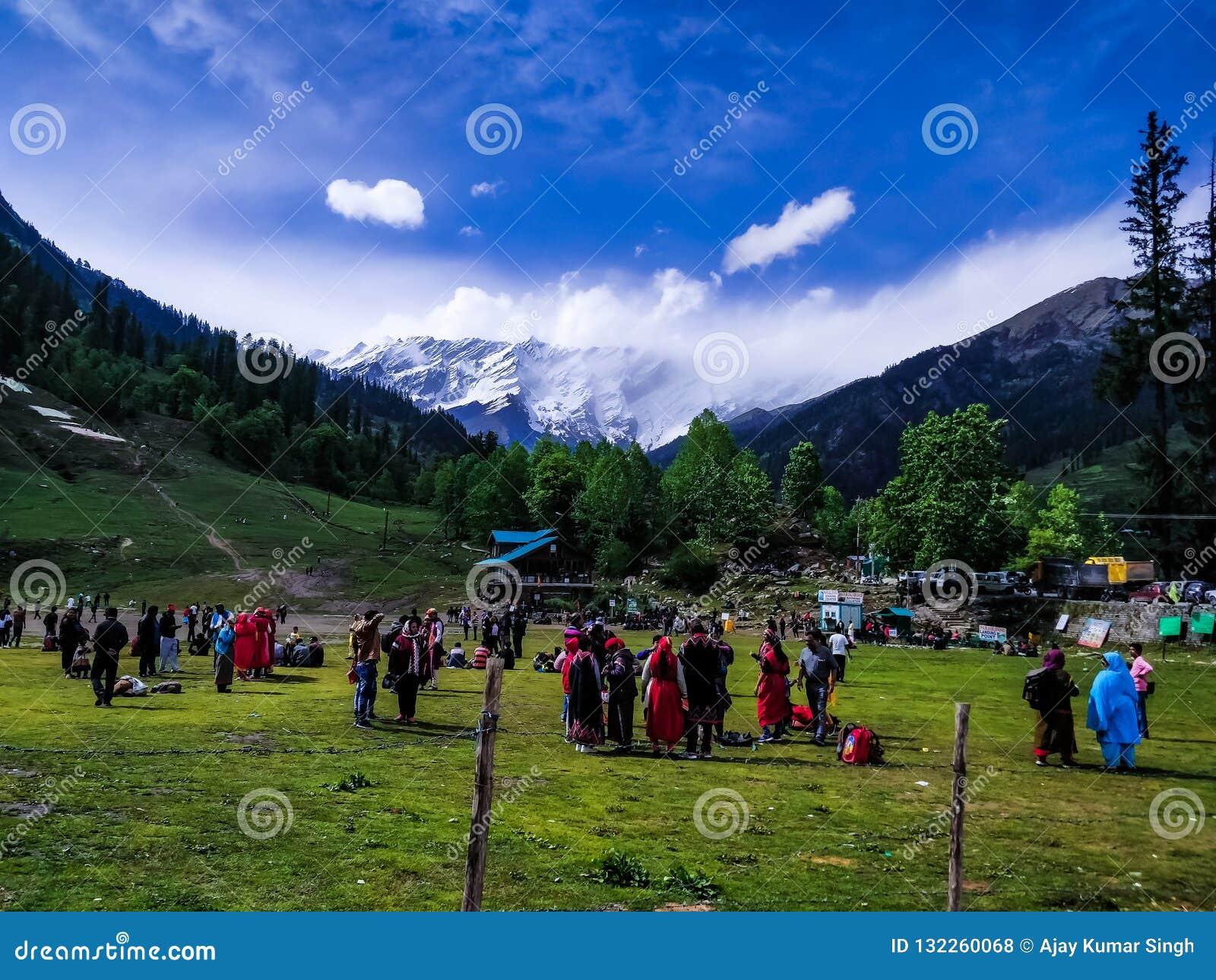 Zadawalać Kashmir ind ikonową scenę