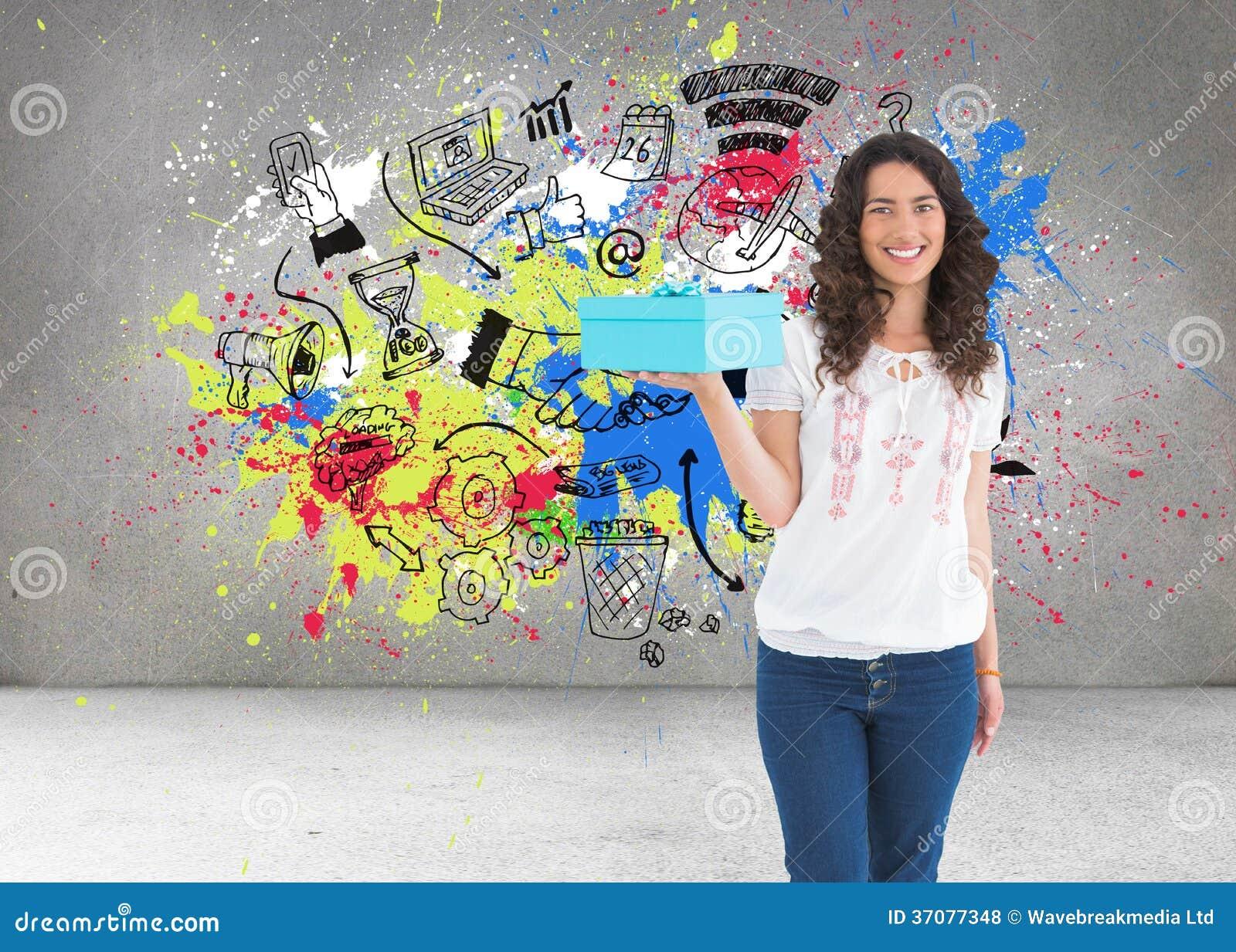 Download Zadowolona Przypadkowa Brunetka Trzyma Teraźniejszość Zdjęcie Stock - Obraz złożonej z jeden, handshake: 37077348