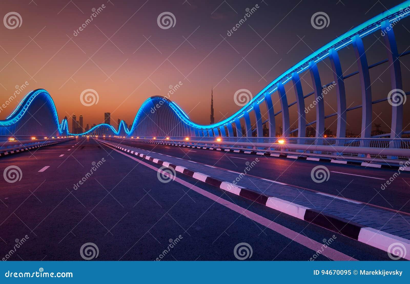 Zadziwiający nocy Dubai VIP most Intymna droga Meydan biegowy kurs, Dubaj, Zjednoczone Emiraty Arabskie