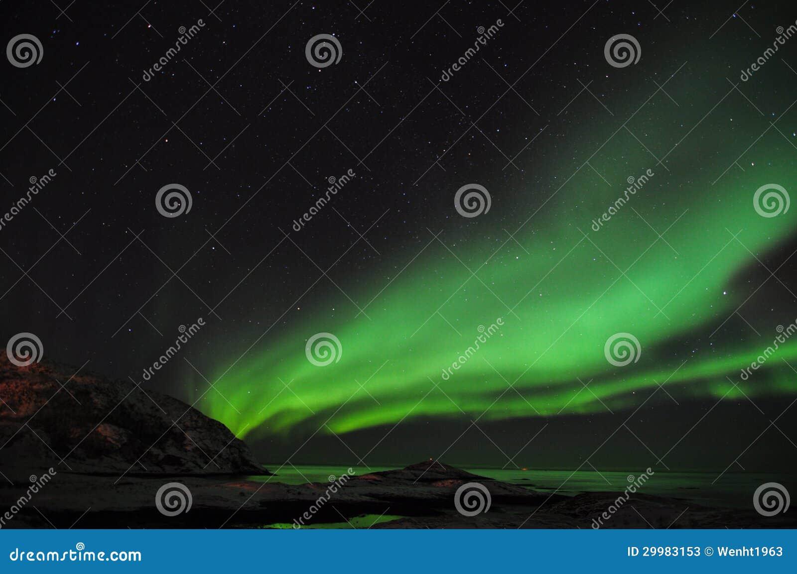 Zadziwiająca zorza i fjord