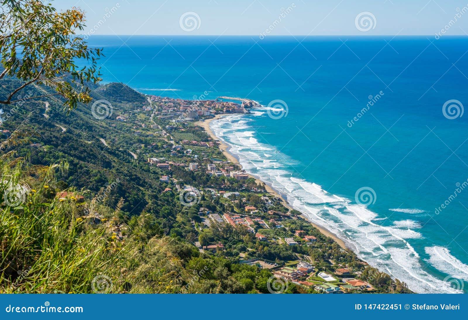 Zadziwiaj?cy ?r?dziemnomorski krajobraz przy Marina Di Camerota, Cilento, Campania, po?udniowy W?ochy