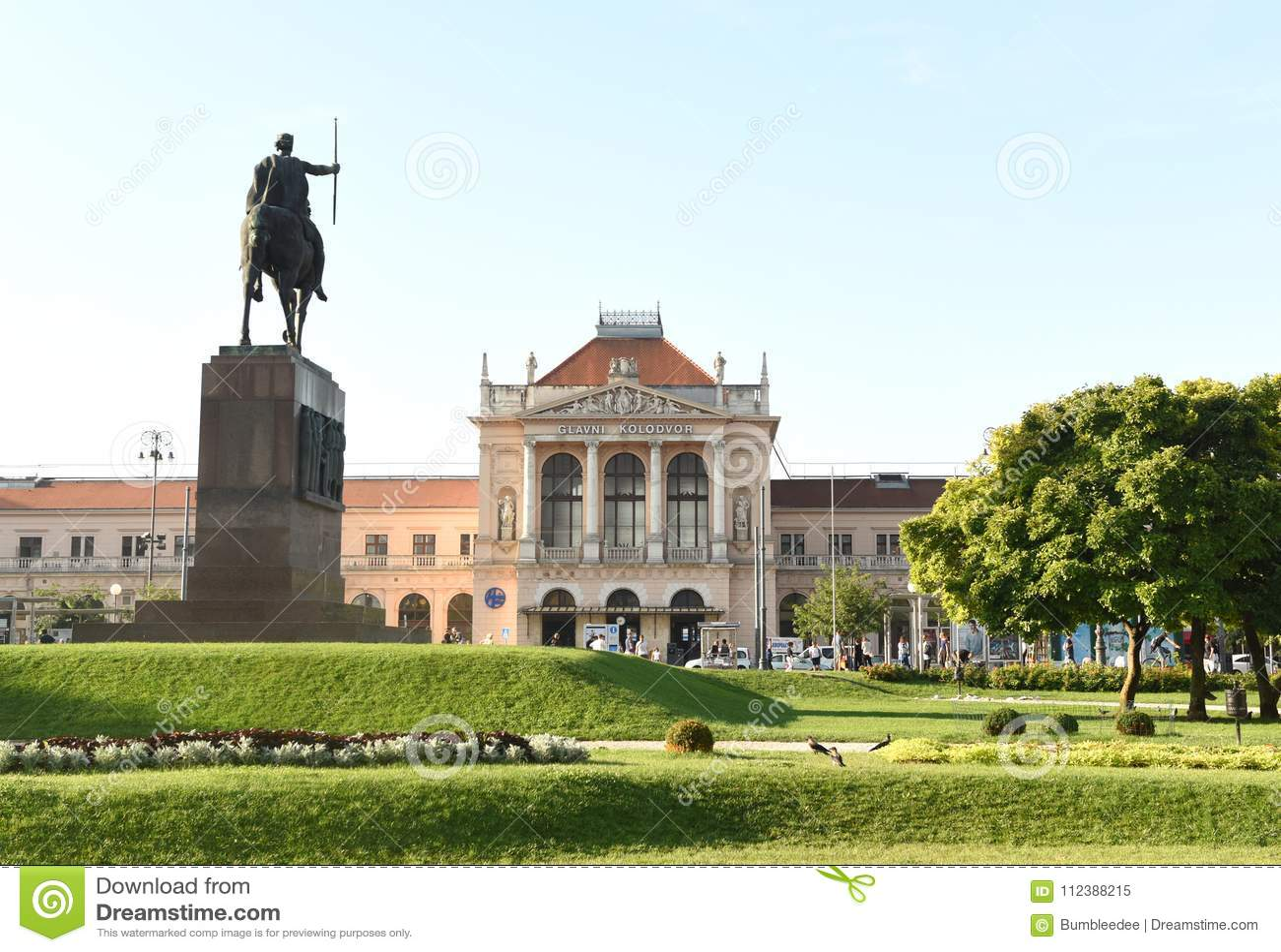 Zagreb, Croatie - 18 août 2017 : Bui principal de station de train de Zagreb