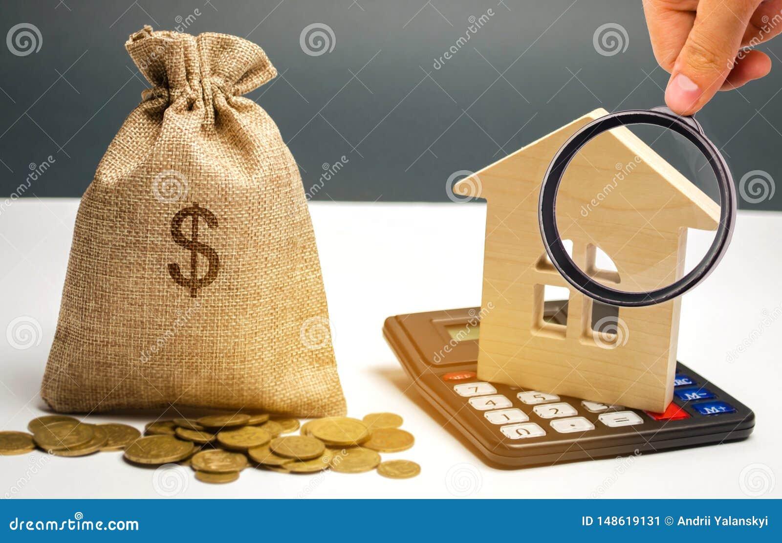 Zak met geld en dollarteken en blokhuizen Financiering in het land Investerend geld in onroerende goederen het sparen en