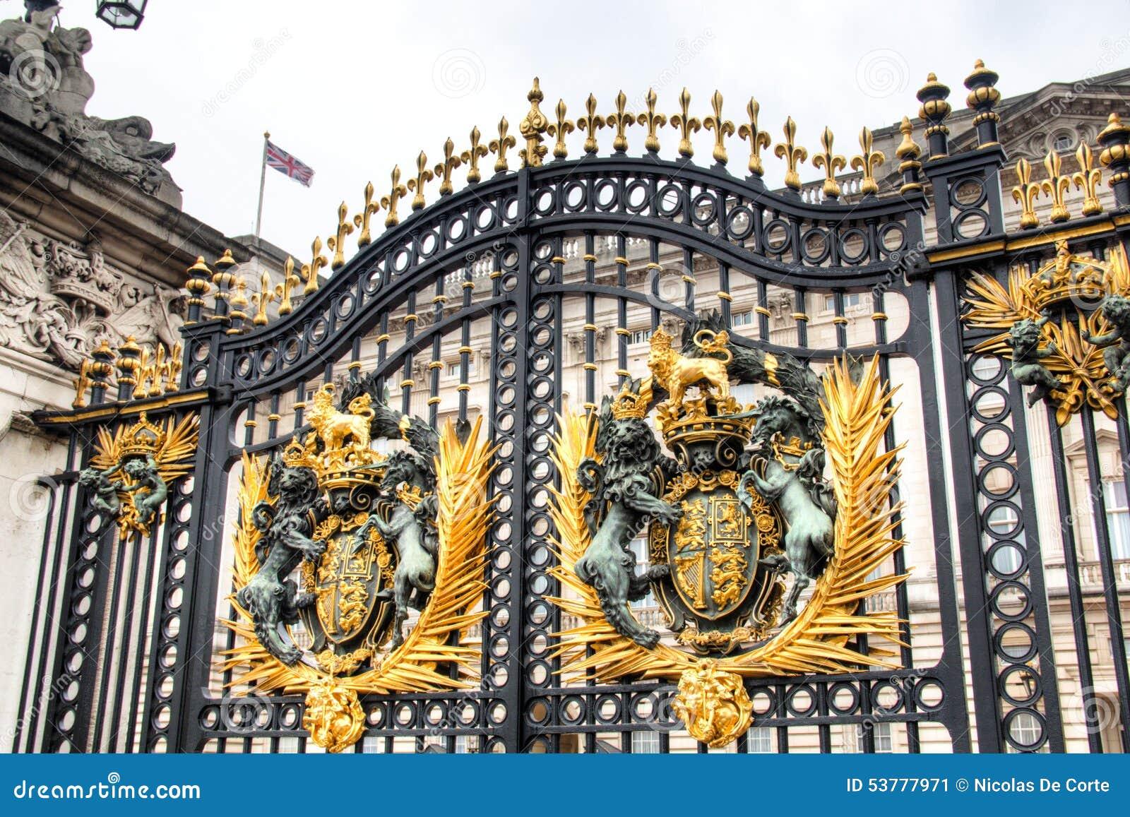 Zakazuje i ogrodzenie buckingham palace w Londyn, UK