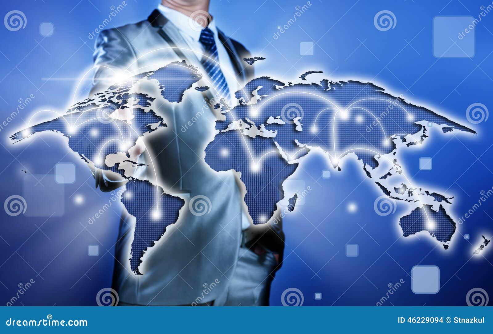 Zakenman die besluit inzake bedrijfsstrategie, globalisering nemen