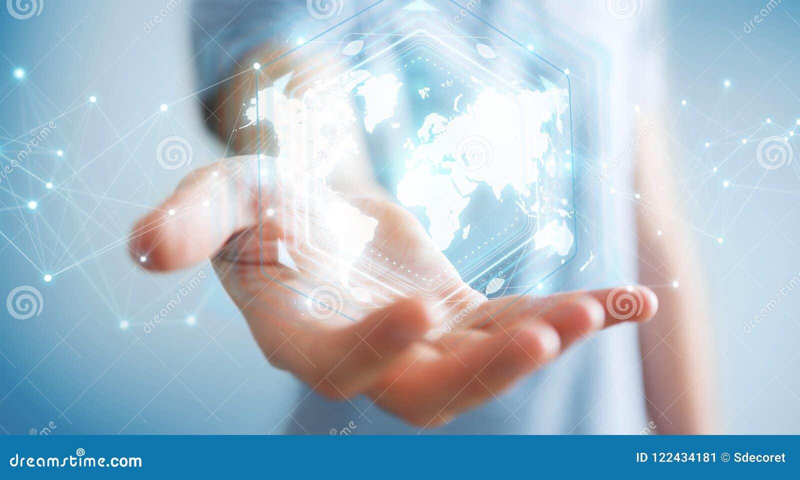 Zakenman die het digitale de interface van de wereldkaart 3D teruggeven gebruiken