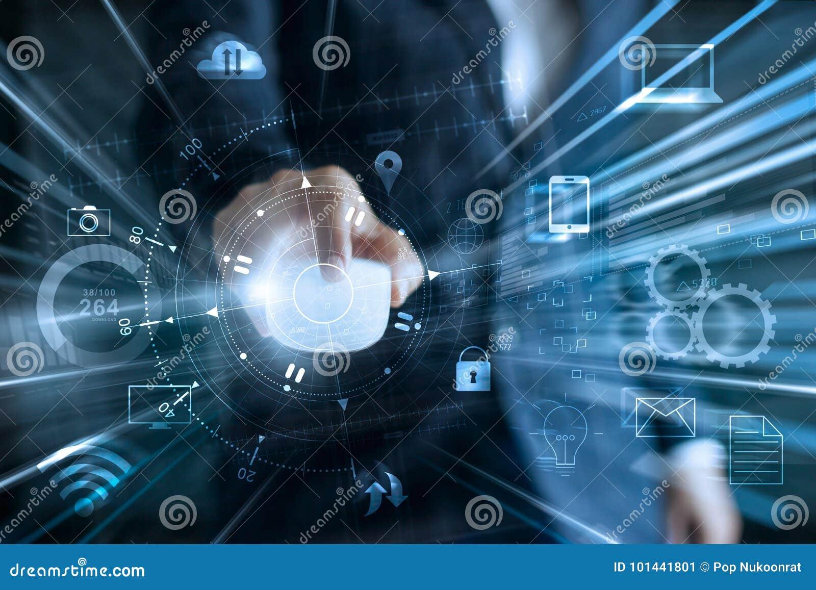 Zakenman die muis voor globale netwerkgegevens met behulp van