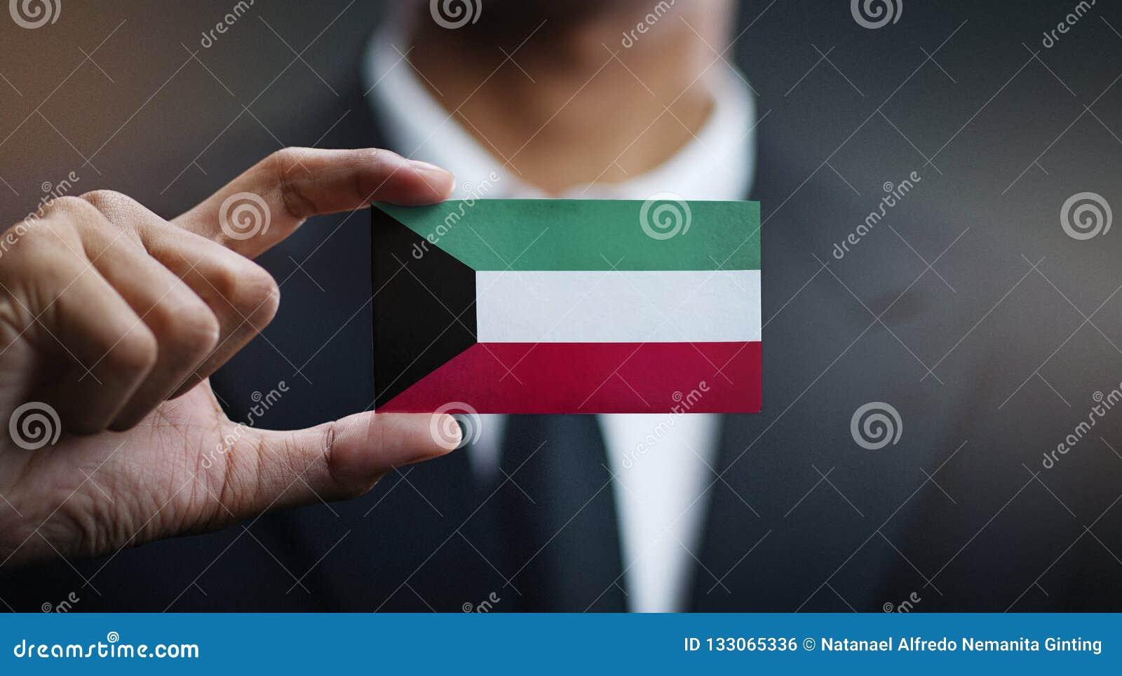 Zakenman Holding Card van de Vlag van Koeweit