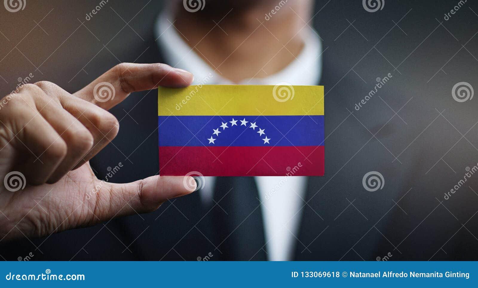 Zakenman Holding Card van de Vlag van Venezuela