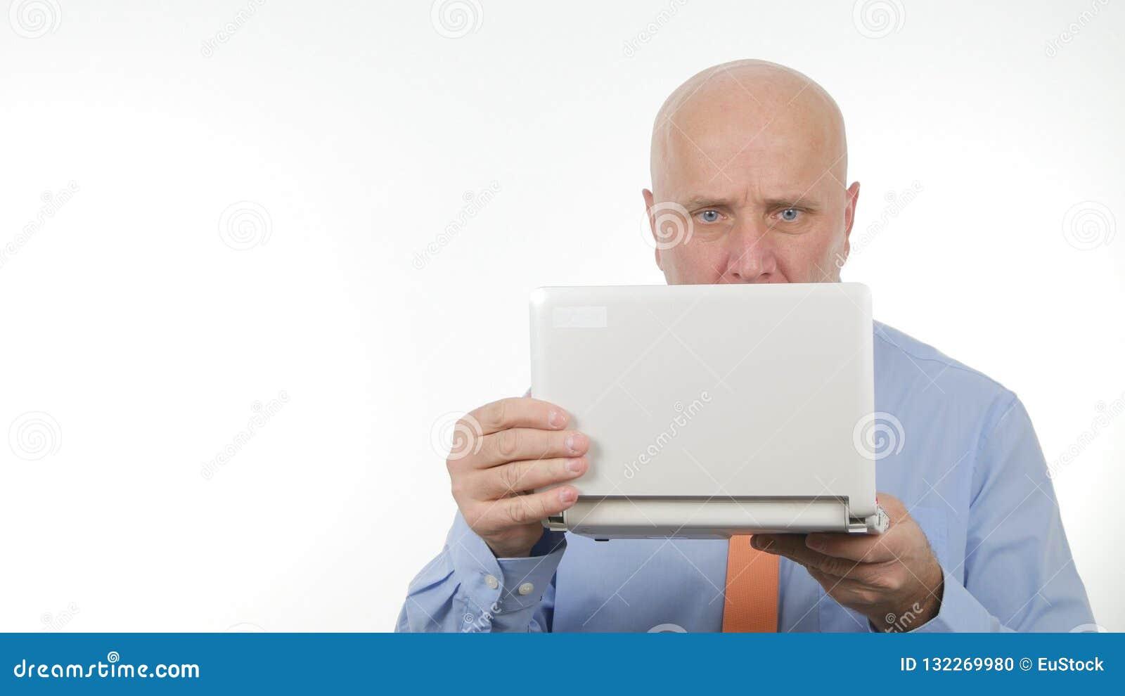 Zakenman Image Using Laptop voor Mededeling