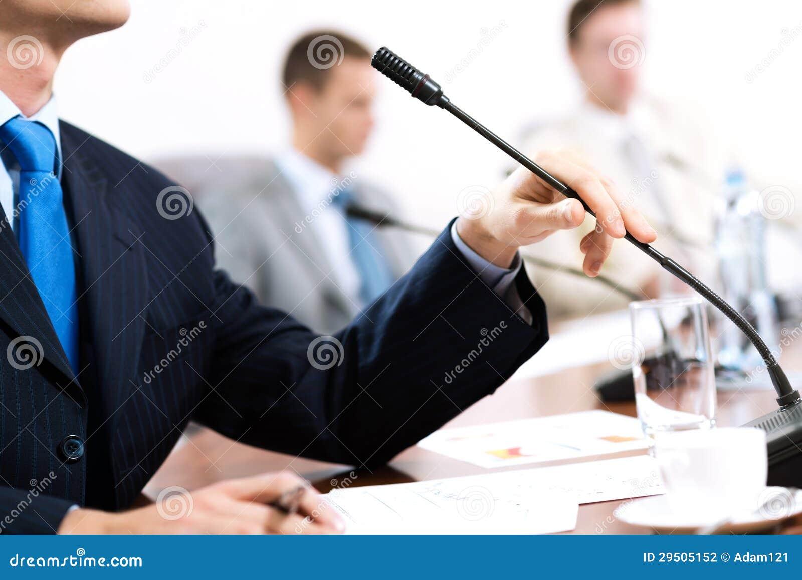 Zakenman op de vergadering