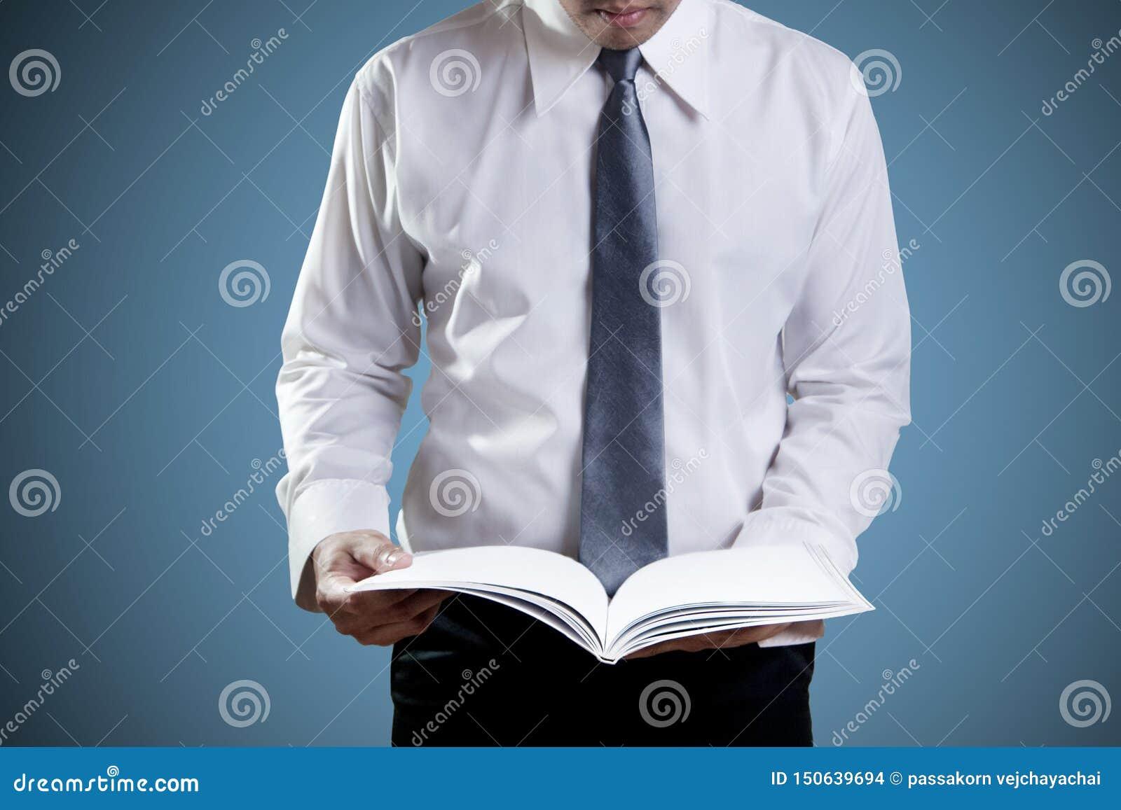 Zakenman Reading