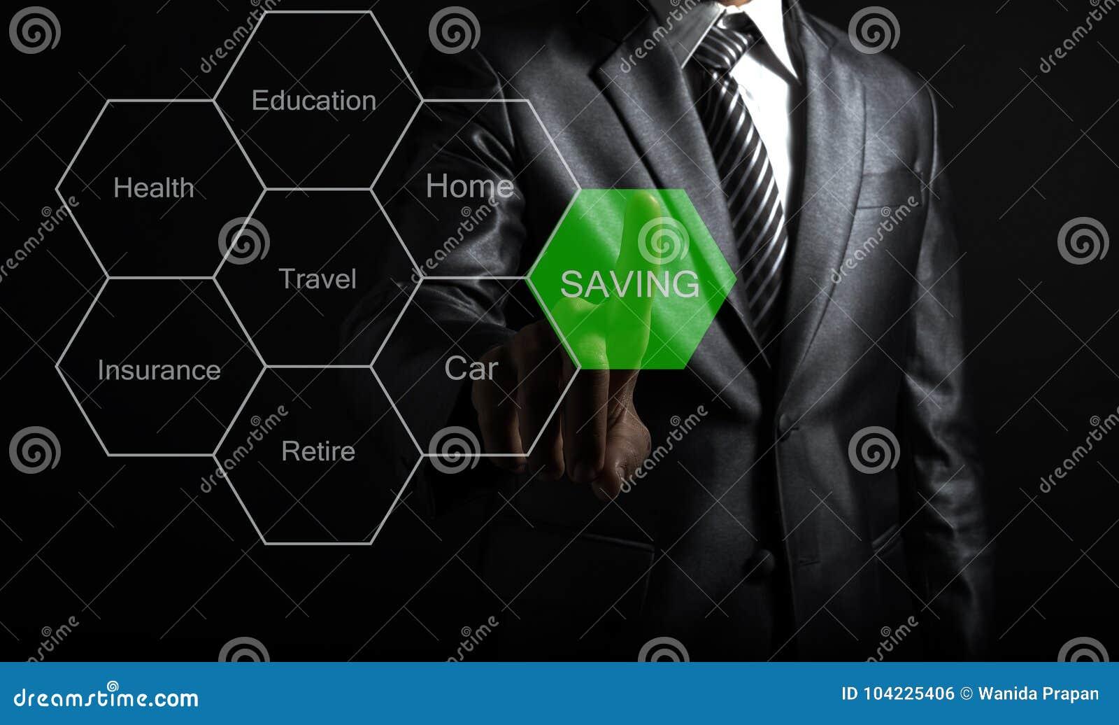 Zakenman wat betreft het geld van de conceptenbesparing voor het toekomstige leven