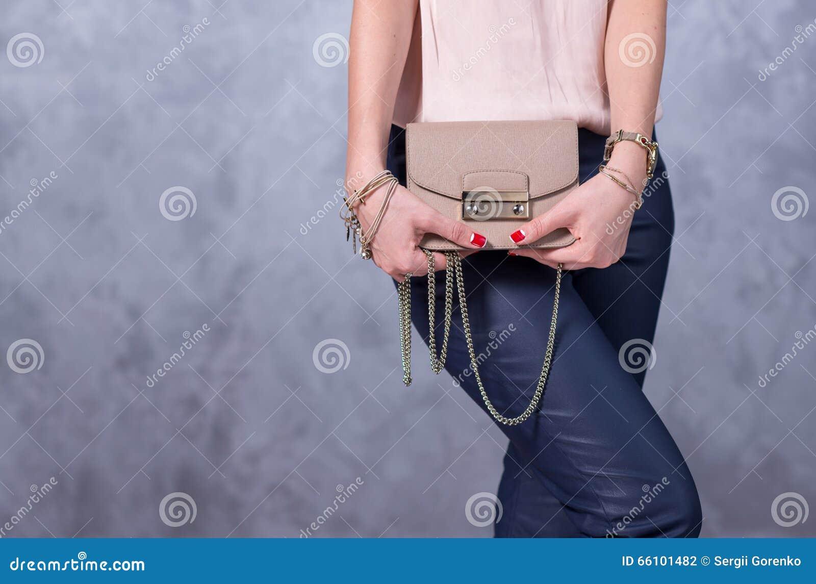 Zakkenmodetrends Sluit omhoog van schitterende modieuze zak Fashionab