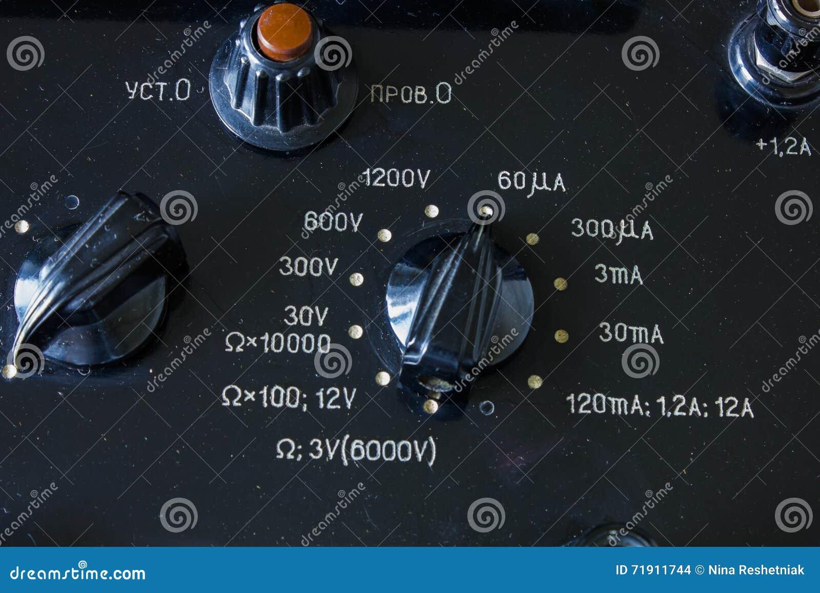 Zakończenie rocznika antyczny voltmeter