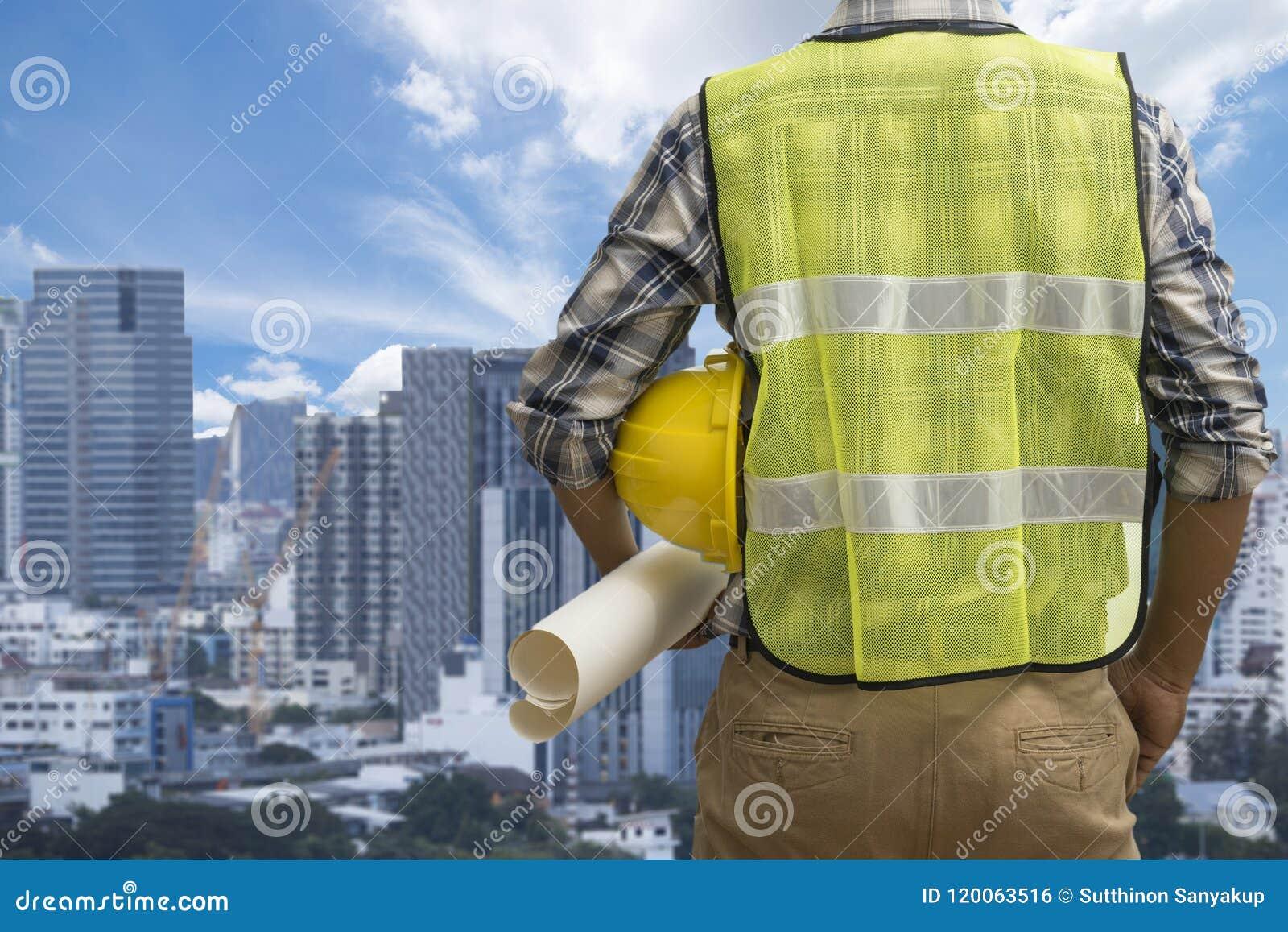 Zakończenie up konstruuje działanie na placu budowy trzymający projekty, pojęcie, inżynierii i architektury