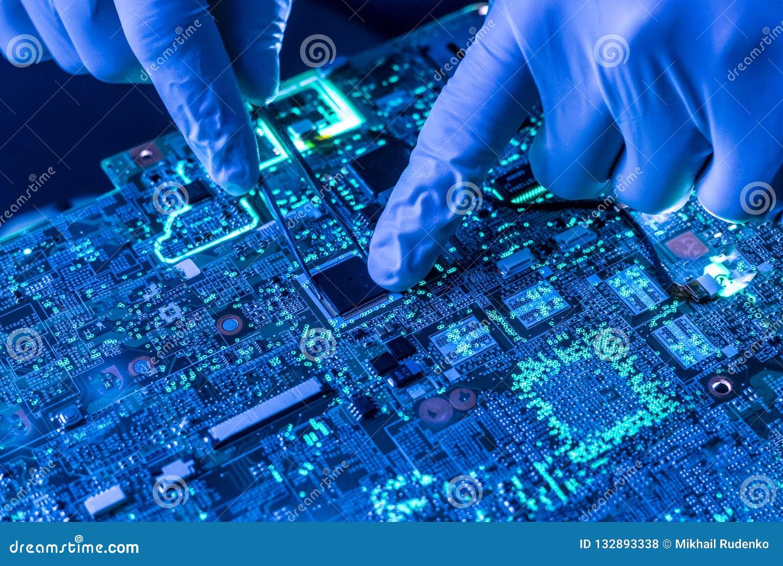 Zakończenie w górę pięknej nano elektronicznej technologii deski f