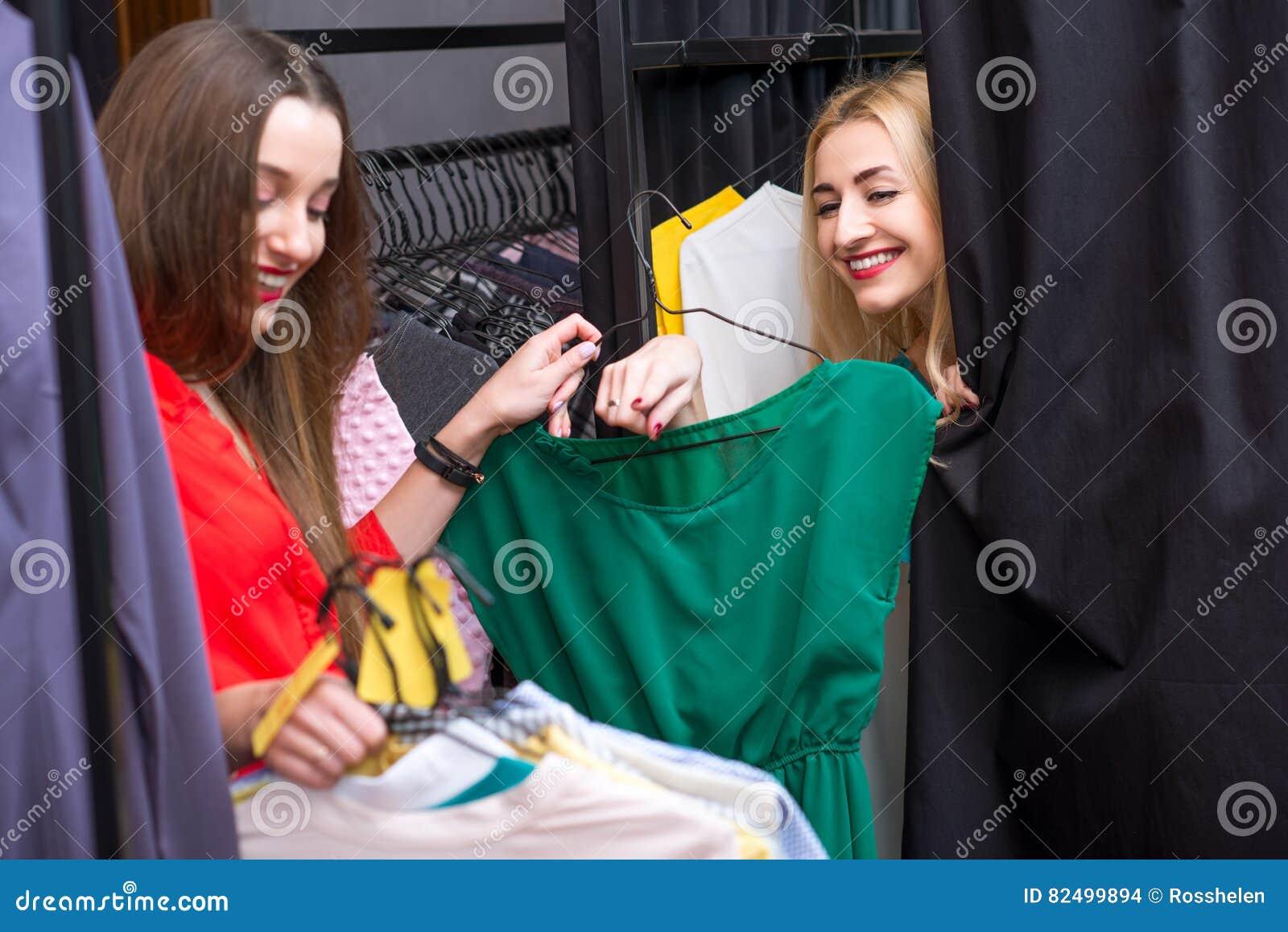 Zakupy odzieżowe kobiety