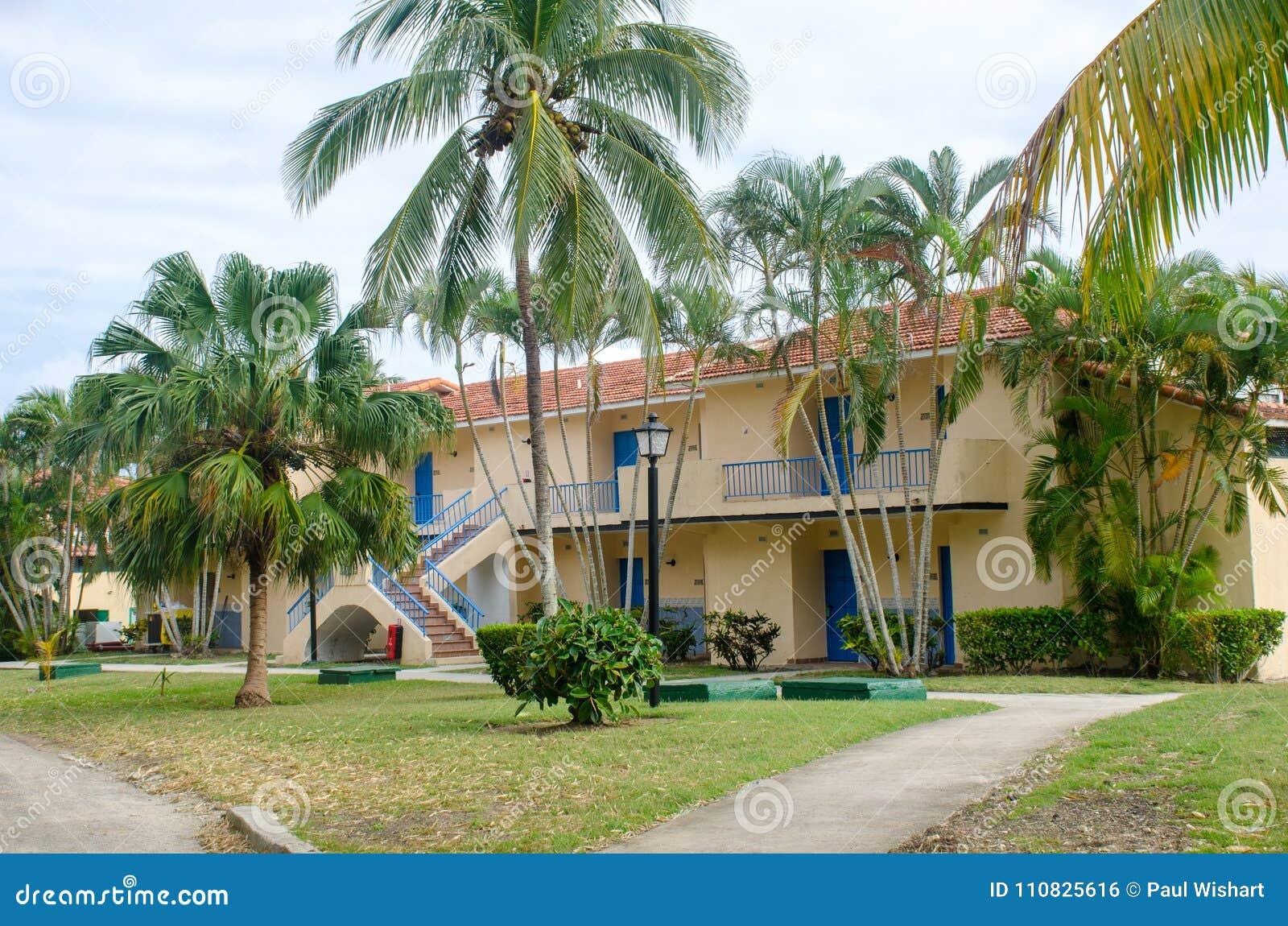 Zalen in Groot Cubaans complex hotel