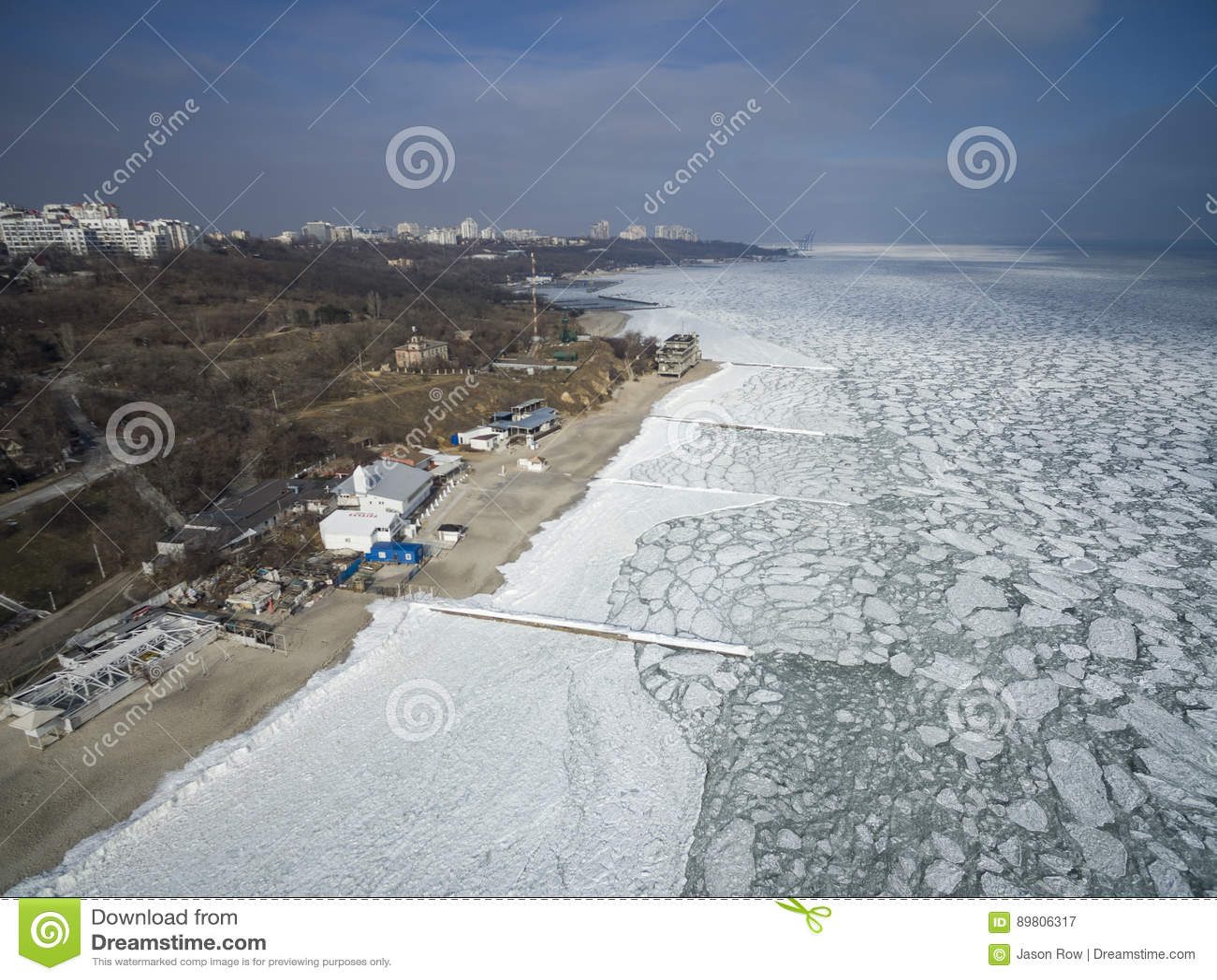 Zamarznięty Czarny morze w Odessa Feb 2017