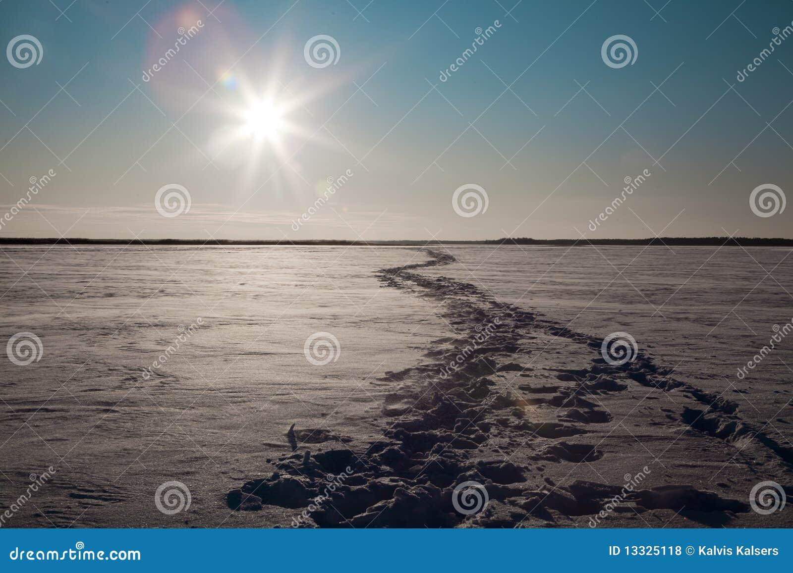 Zamarznięty jezioro