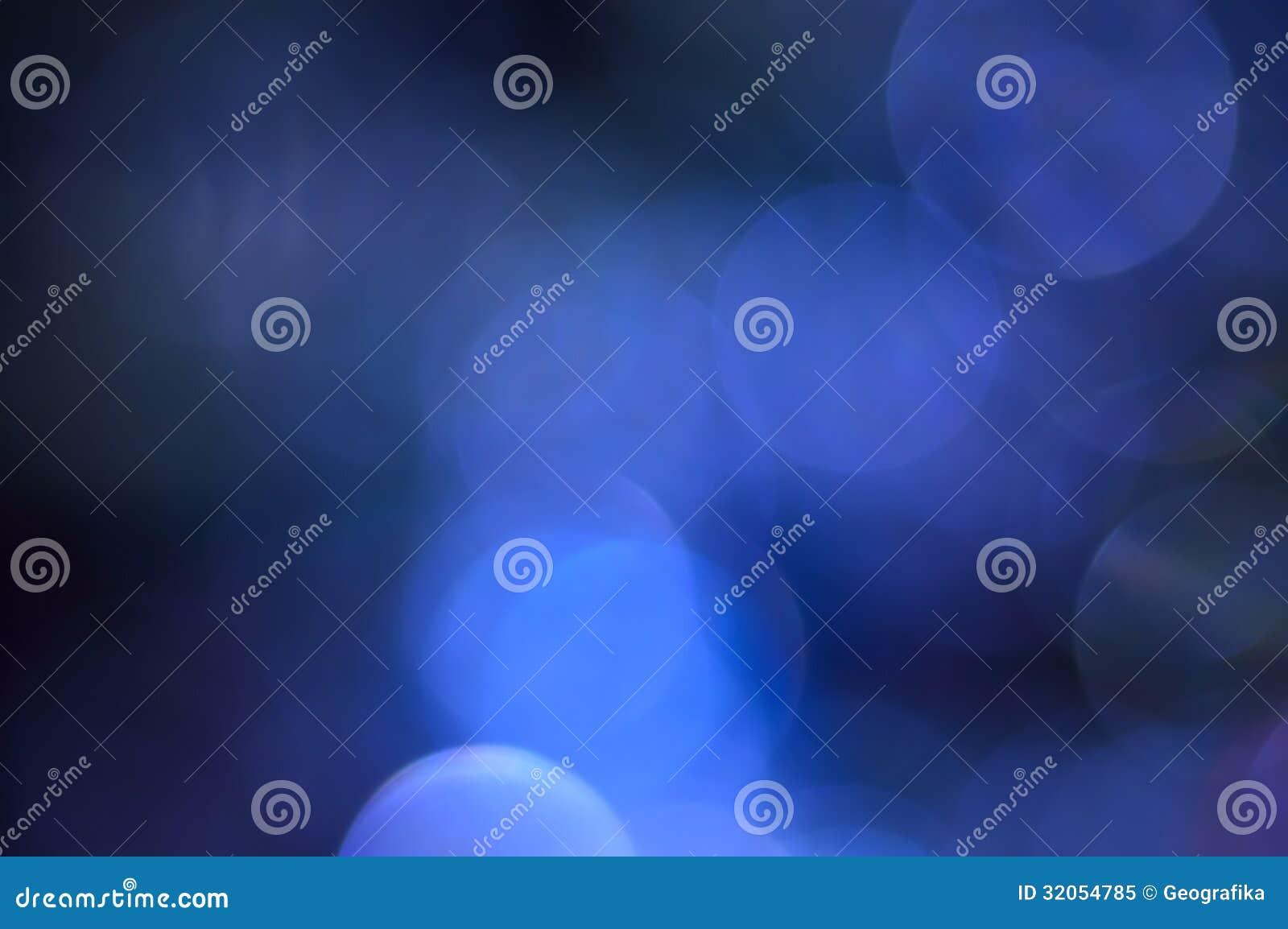 Zamazany, bokeh błękit zaświeca tło. Abstrakt błyska