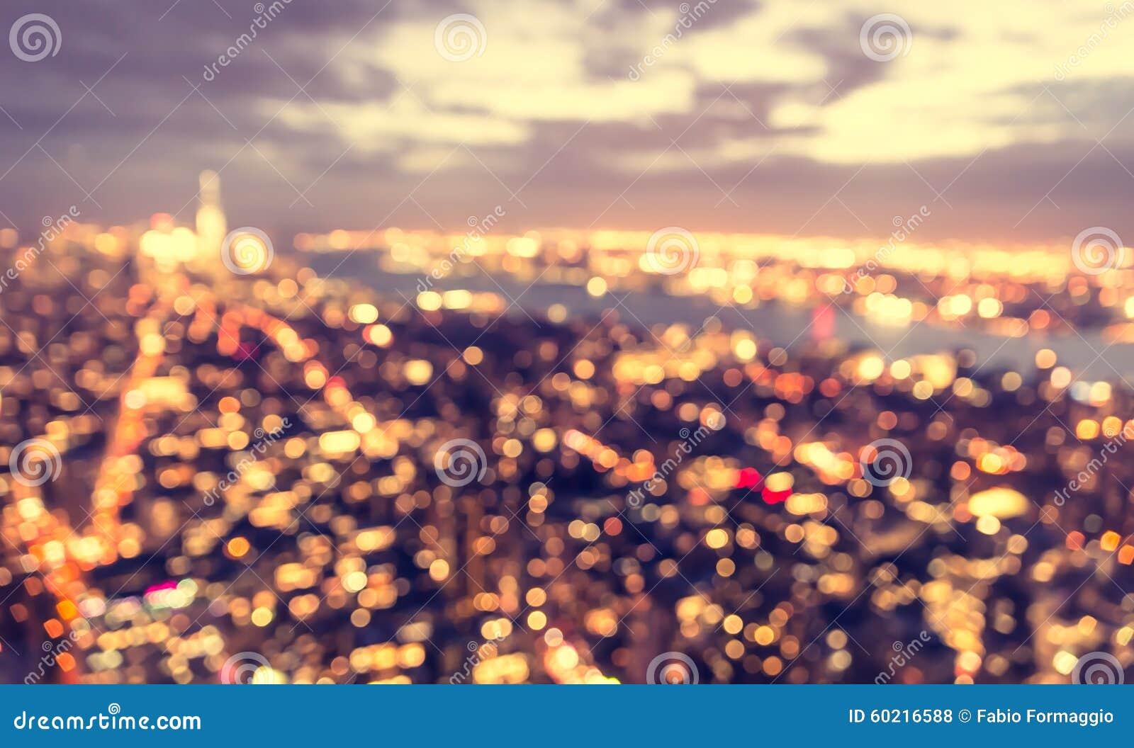 Zamazany miasta pojęcie przy błękitną godziną