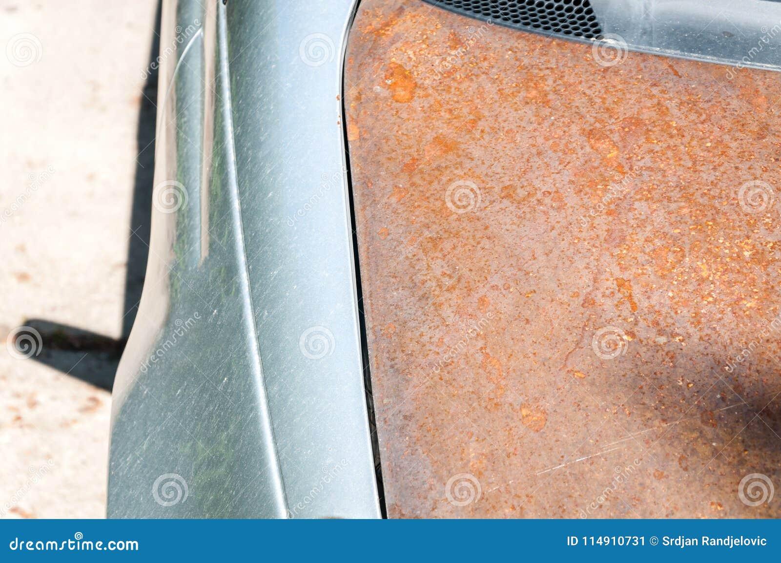 Zamieniam uszkadzał samochodowego kapiszon z tani rdzewieję jeden bez farby po kraksa samochodowa wypadku