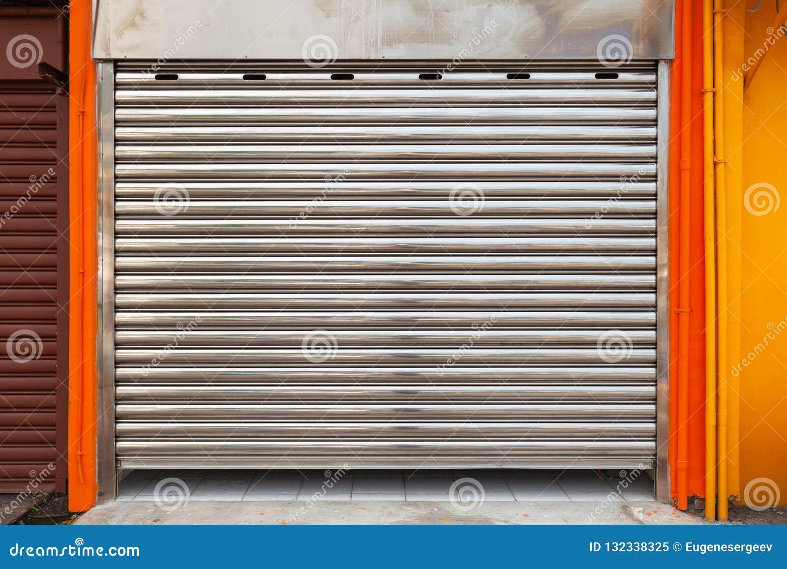 Zamknięta garażu metalu rolki brama, tekstura