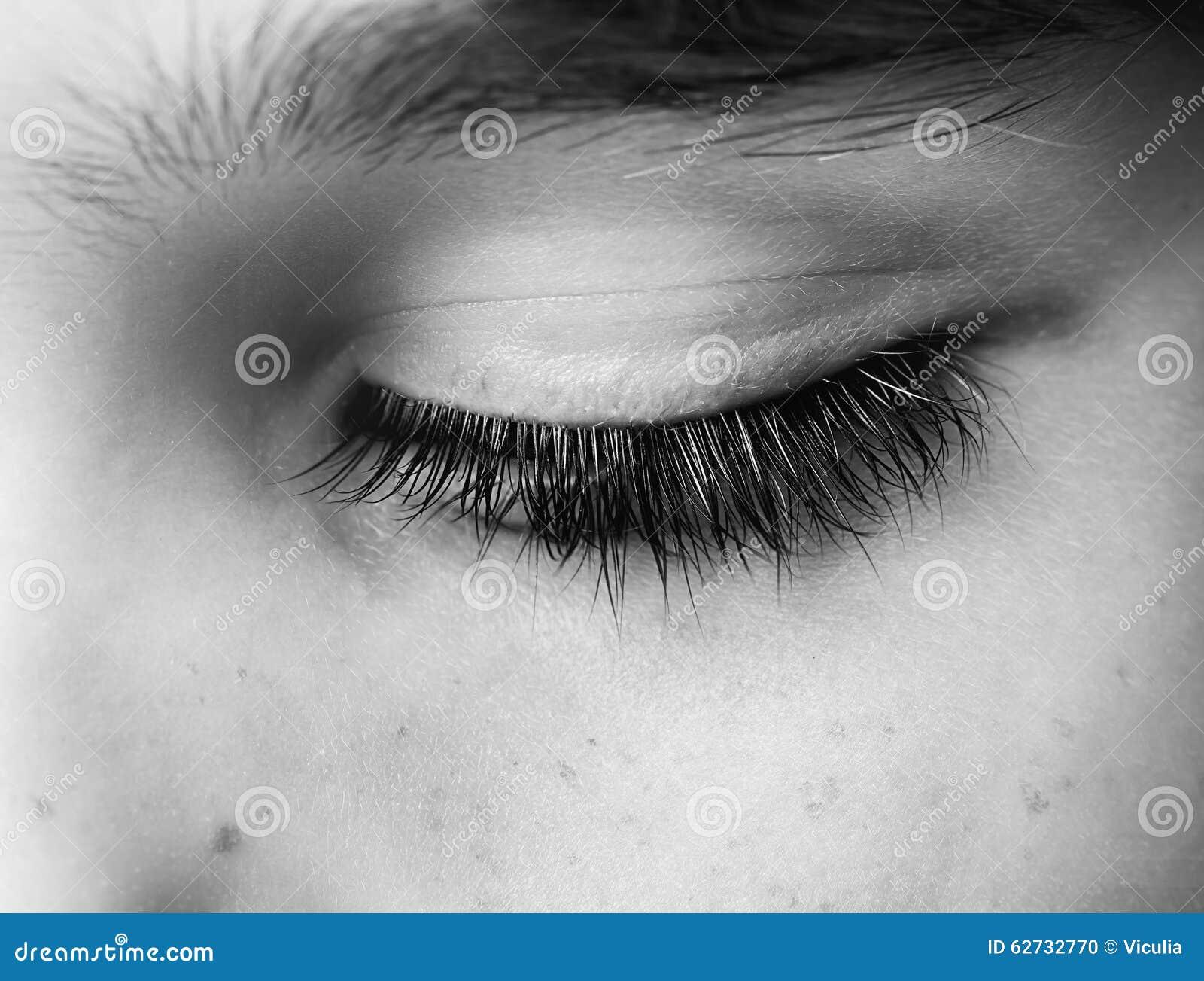 Zamknięty ludzkiego oka zakończenie w górę studio strzału