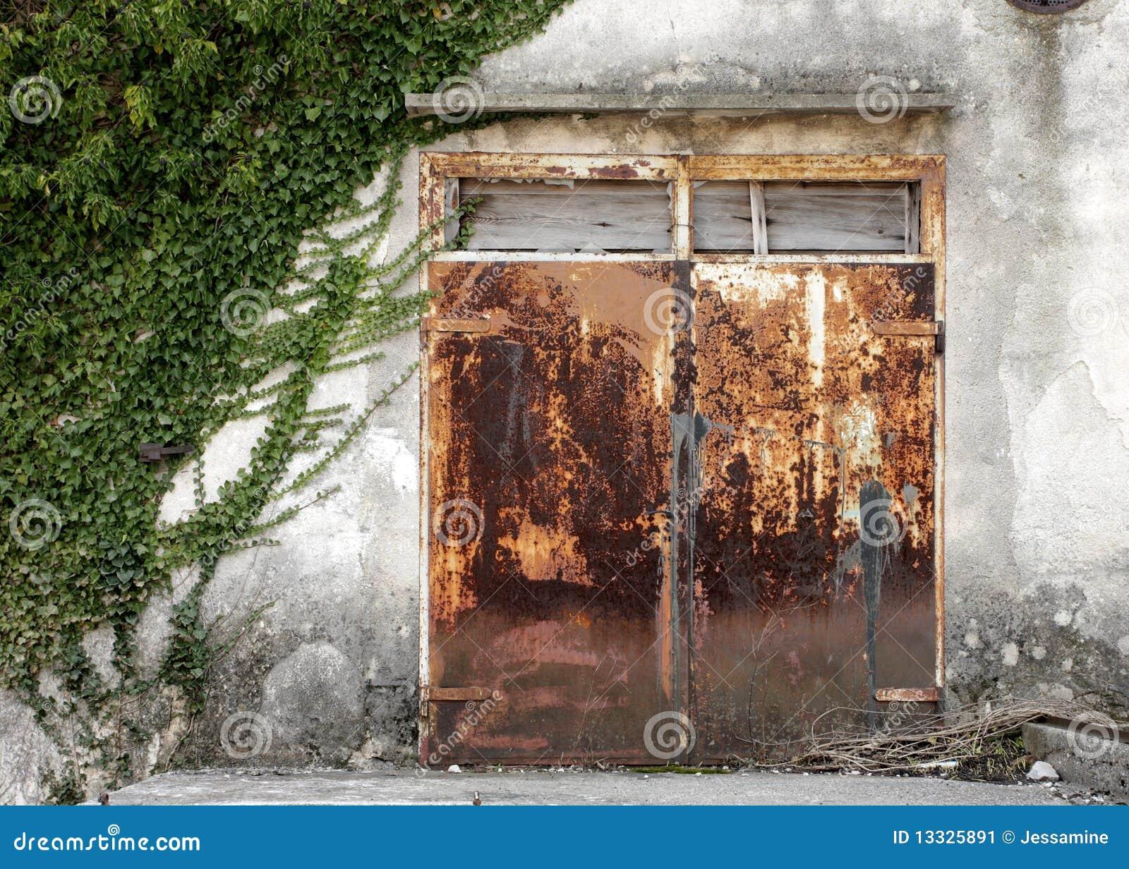 Zamknięty drzwiowy ośniedziały