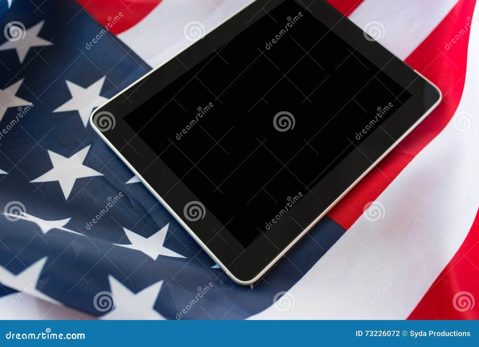 Zamyka up pastylka komputeru osobistego komputer na flaga amerykańskiej