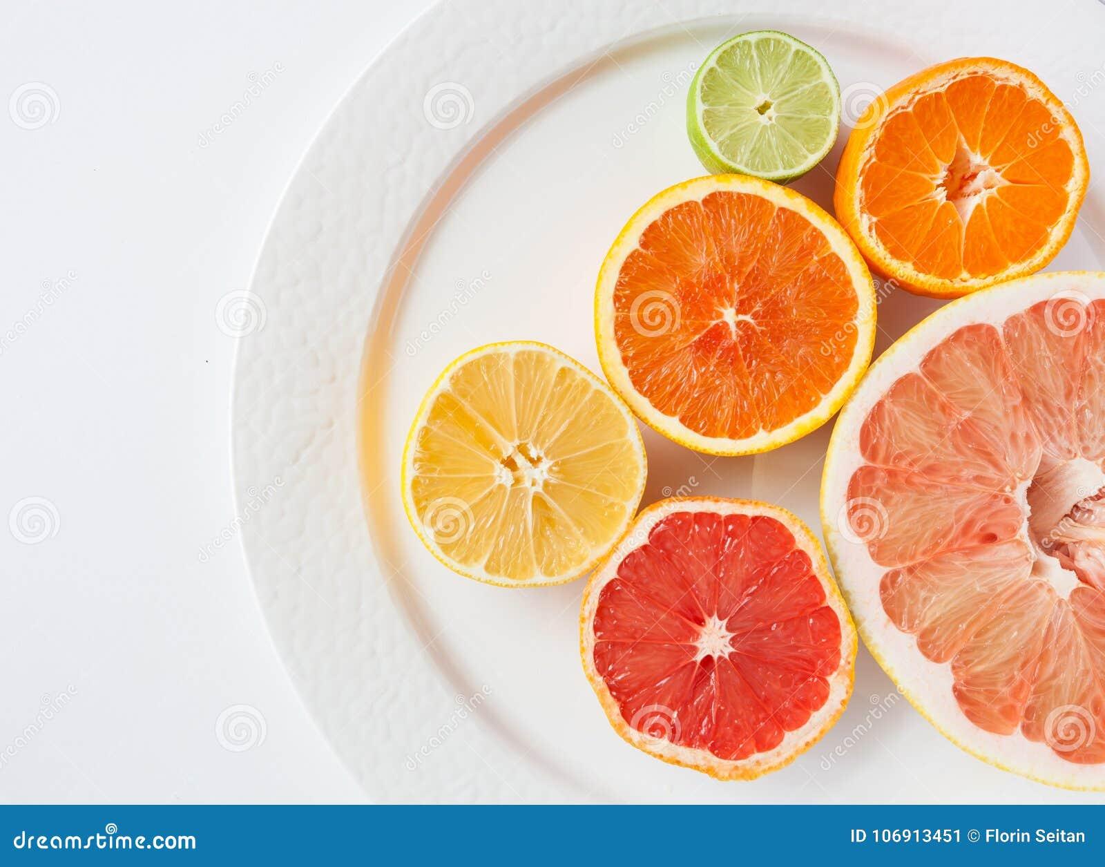 Zamyka up różne cytrus owoc Myers cytryna, wapno, mandarynka, grapefruitowy -, i pomelo