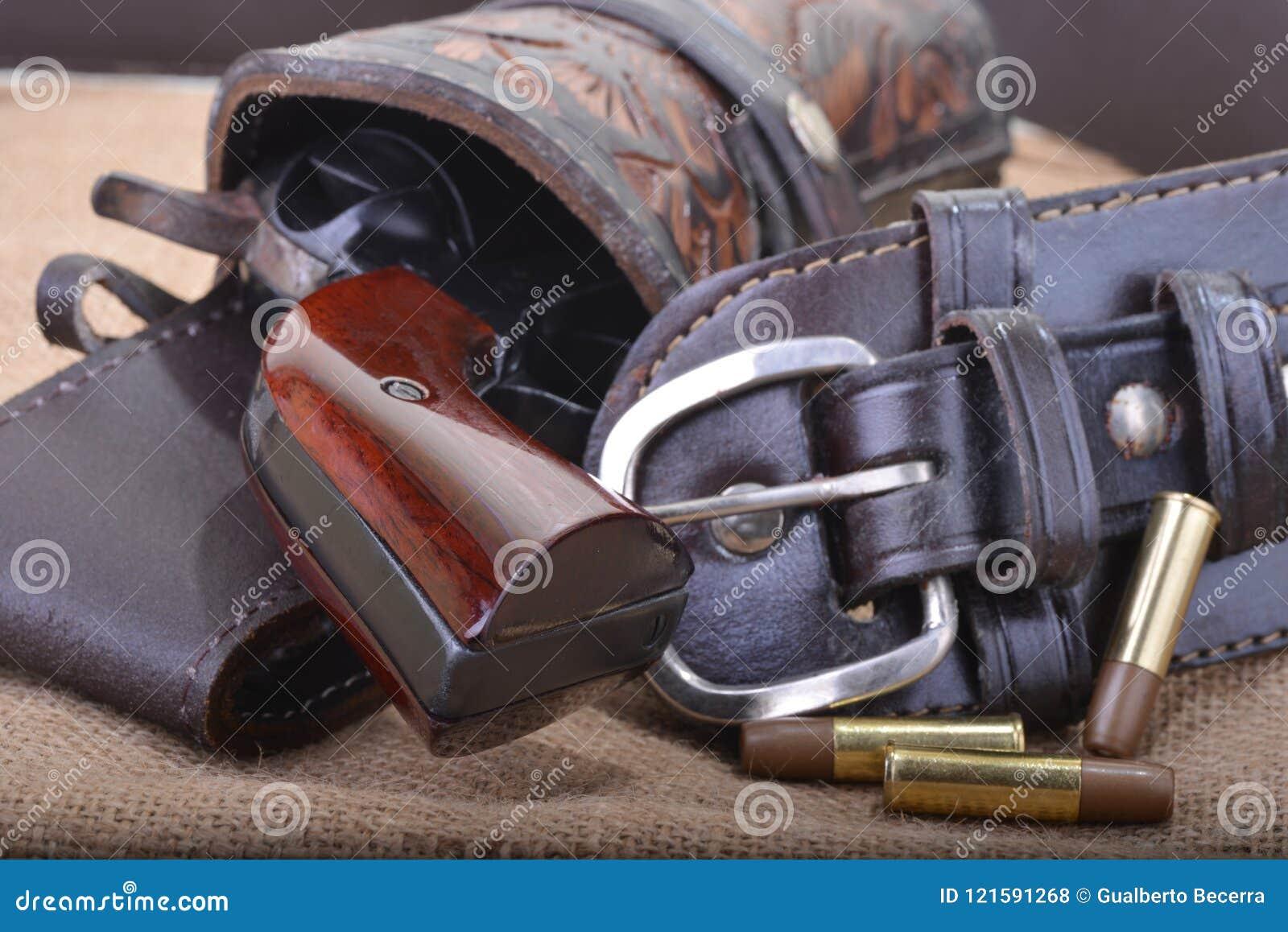 Zamyka up zachodni sześć strzelających koltów