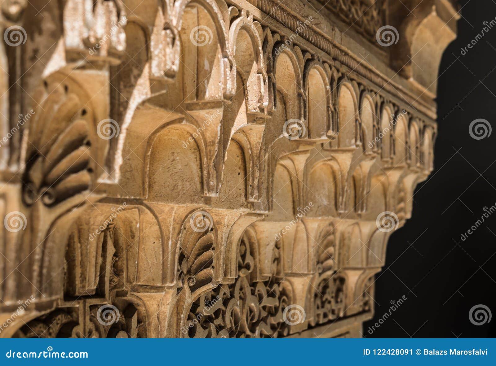 Zamyka w górę arabskiego cyzelowania w Alhambra pałac, Granada, Andalusia,