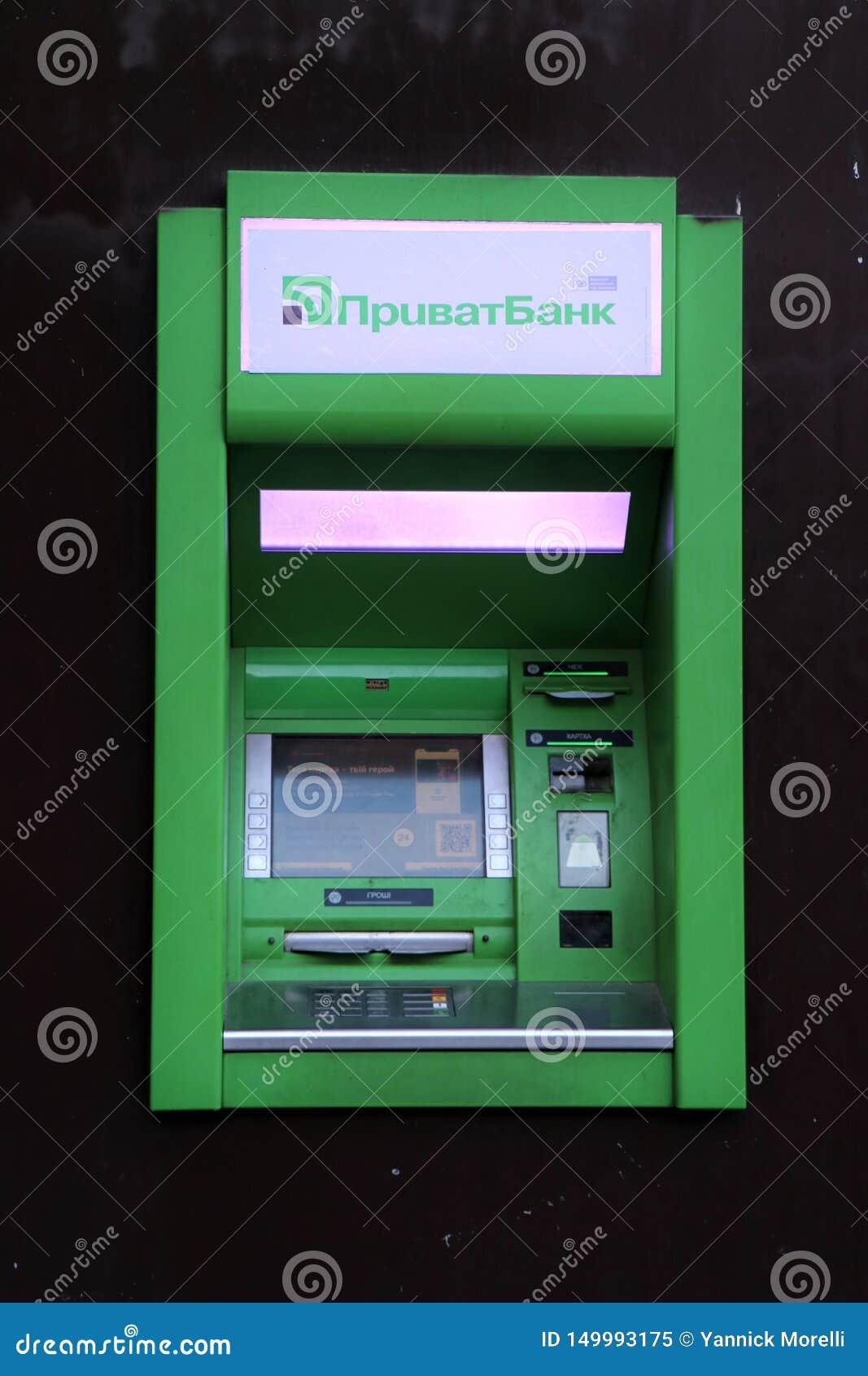 Zamyka w górę banka atm, transakcje finansowe