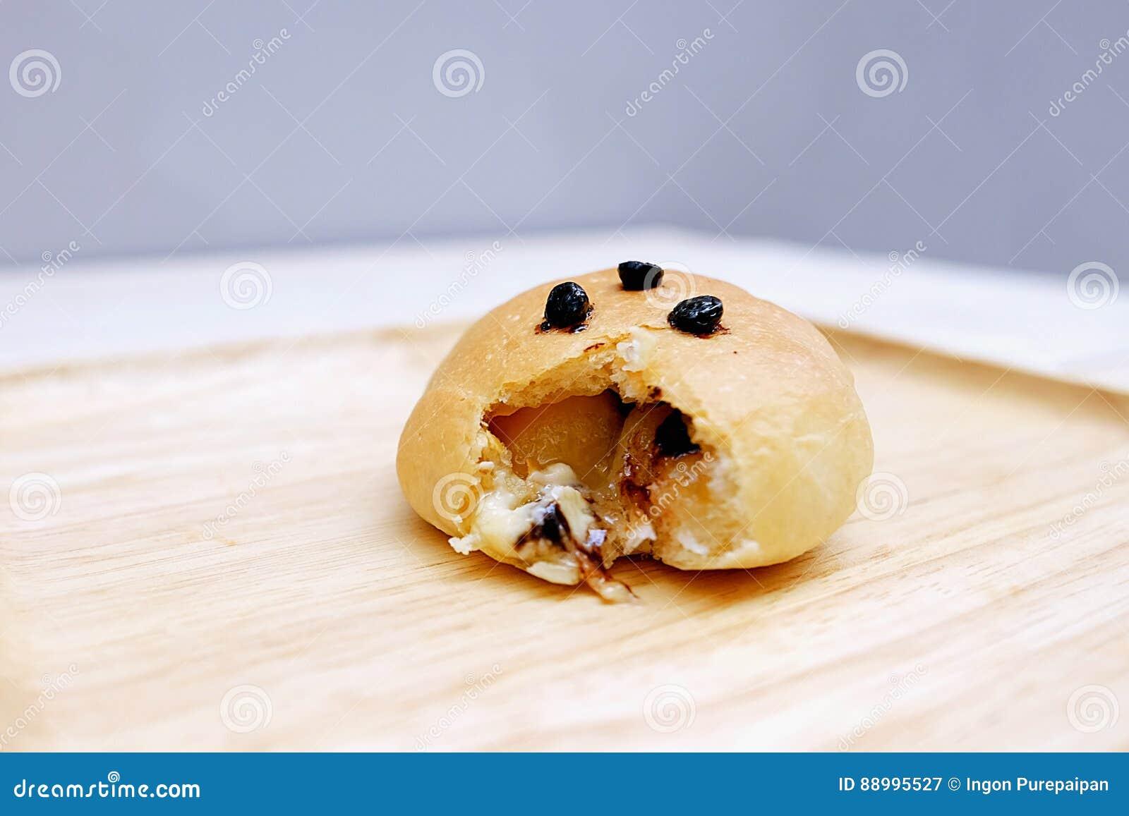 Zamyka w górę chleba wypełniającego z Białą czekoladą