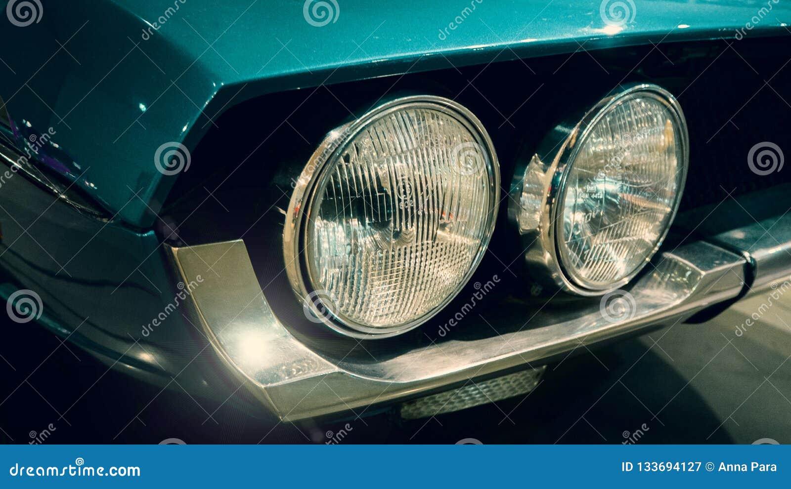 Zamyka w górę cyraneczki błękita samochodu na