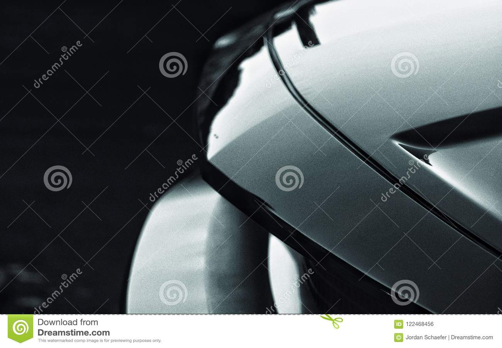 Zamyka w górę czarny i biały fotografii sporta samochód