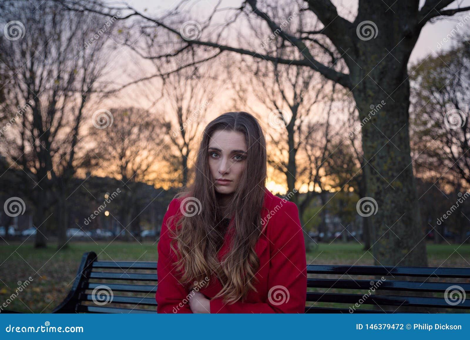Zamyka w górę młodych kobiet zdrowie psychiczne okładzinowych szykan