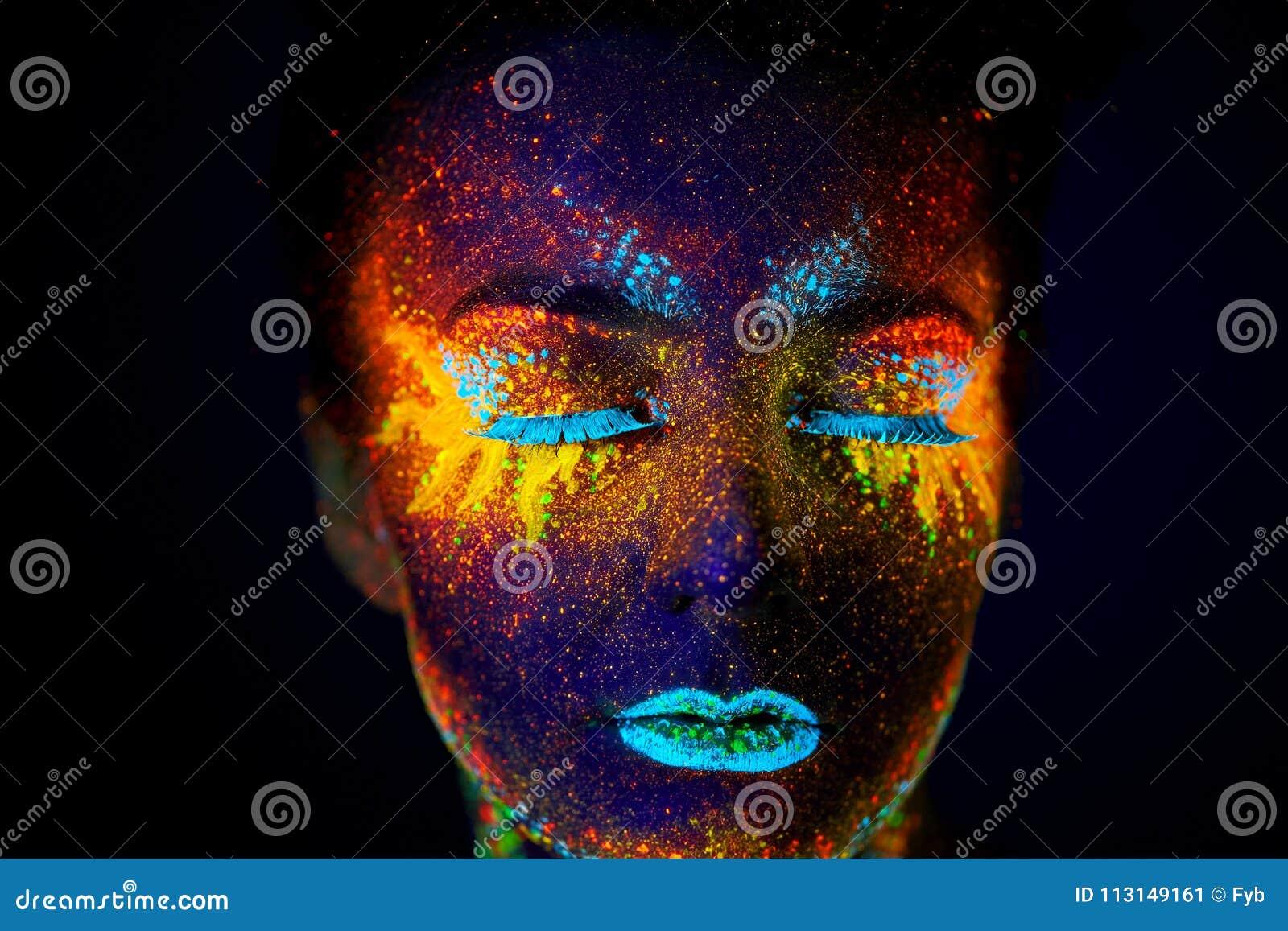 Zamyka w górę sztuka ultrafioletowego portreta