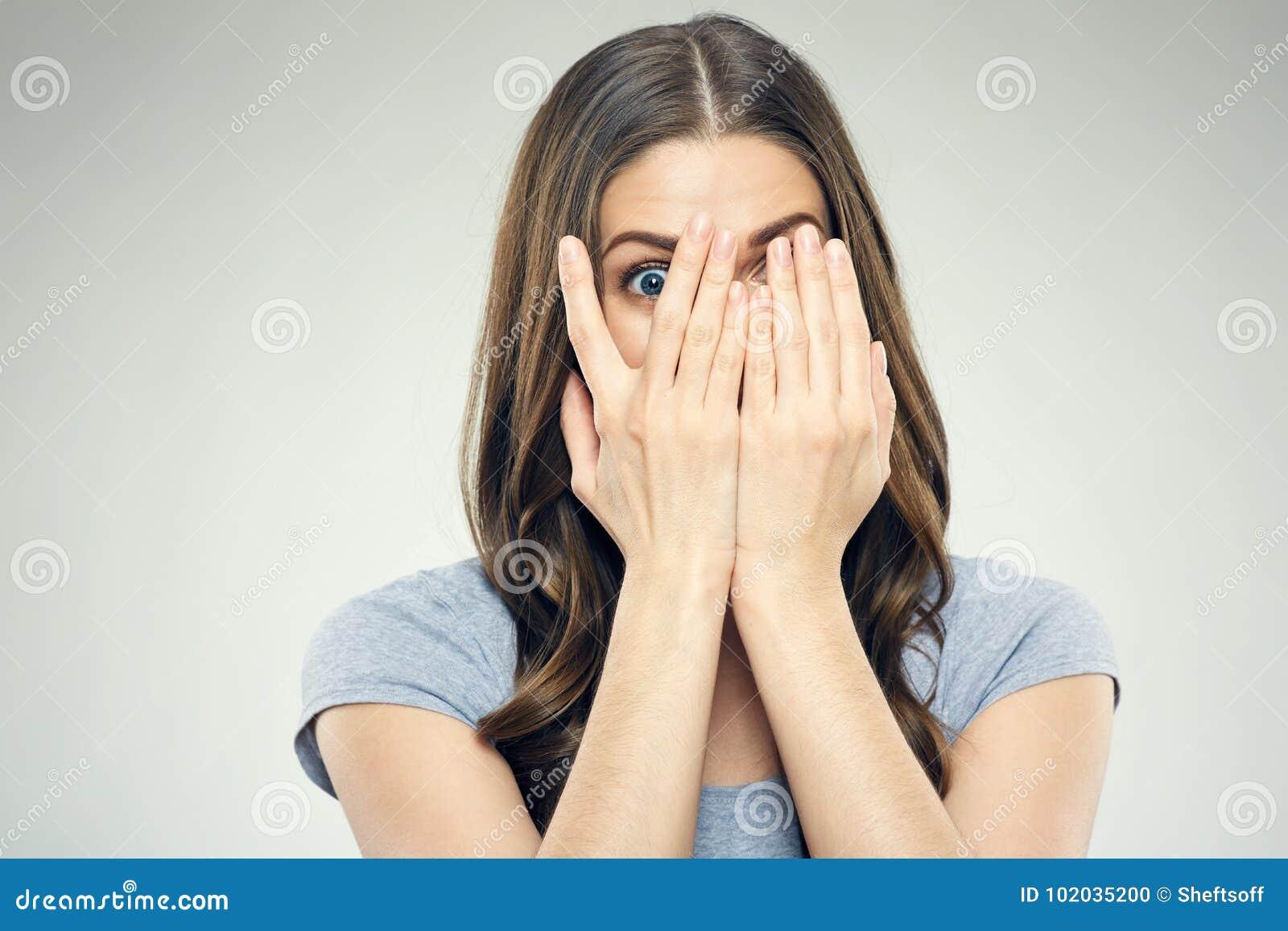 Zamyka w górę twarzy kobiety portreta z strach emocją
