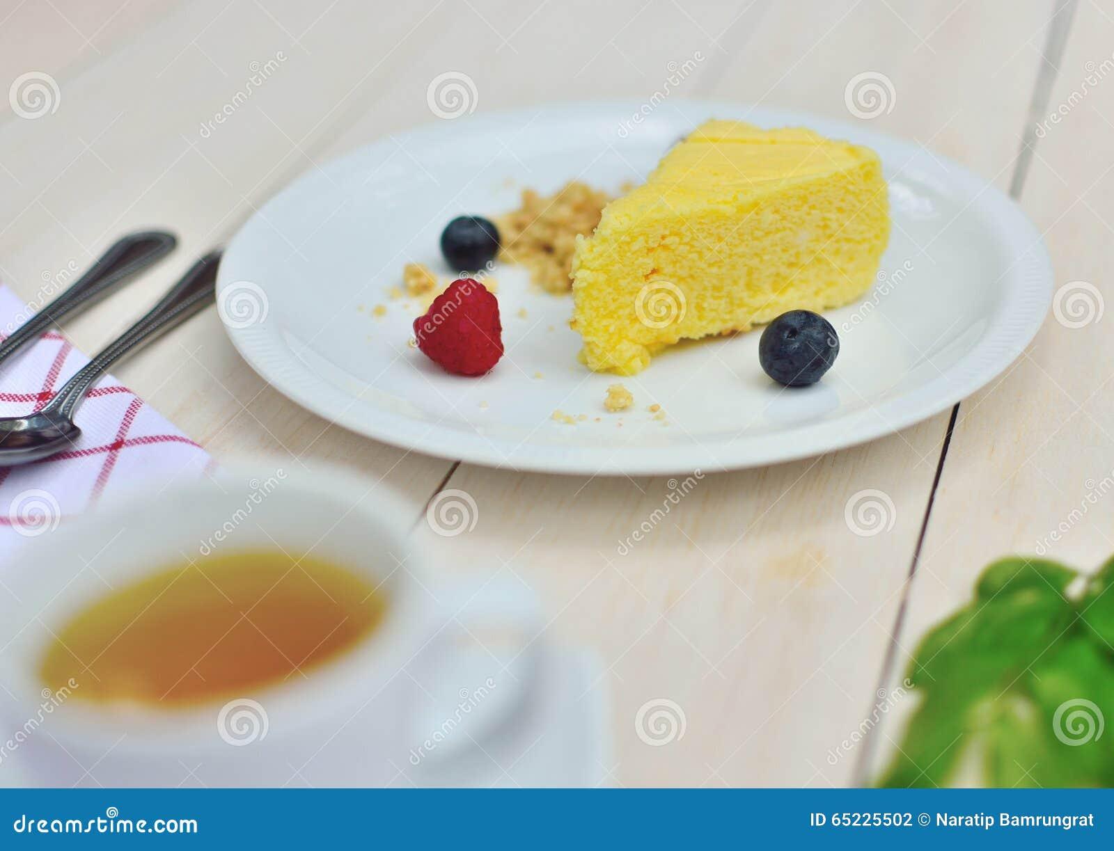 Zamykający w górę strzału cheesecake z innymi składnikami