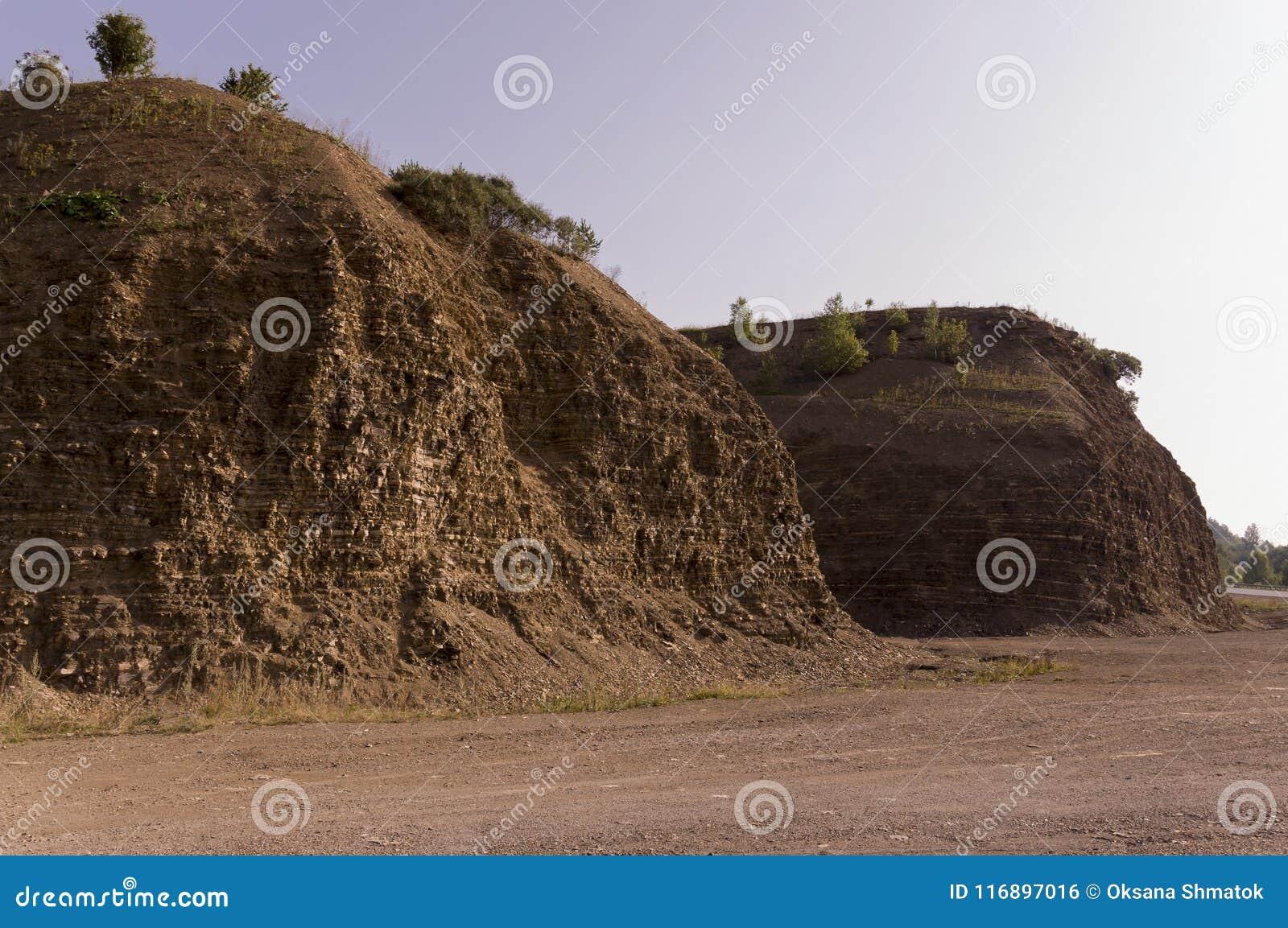 Zandbergen Urallandschappen bruin Als een woestijn