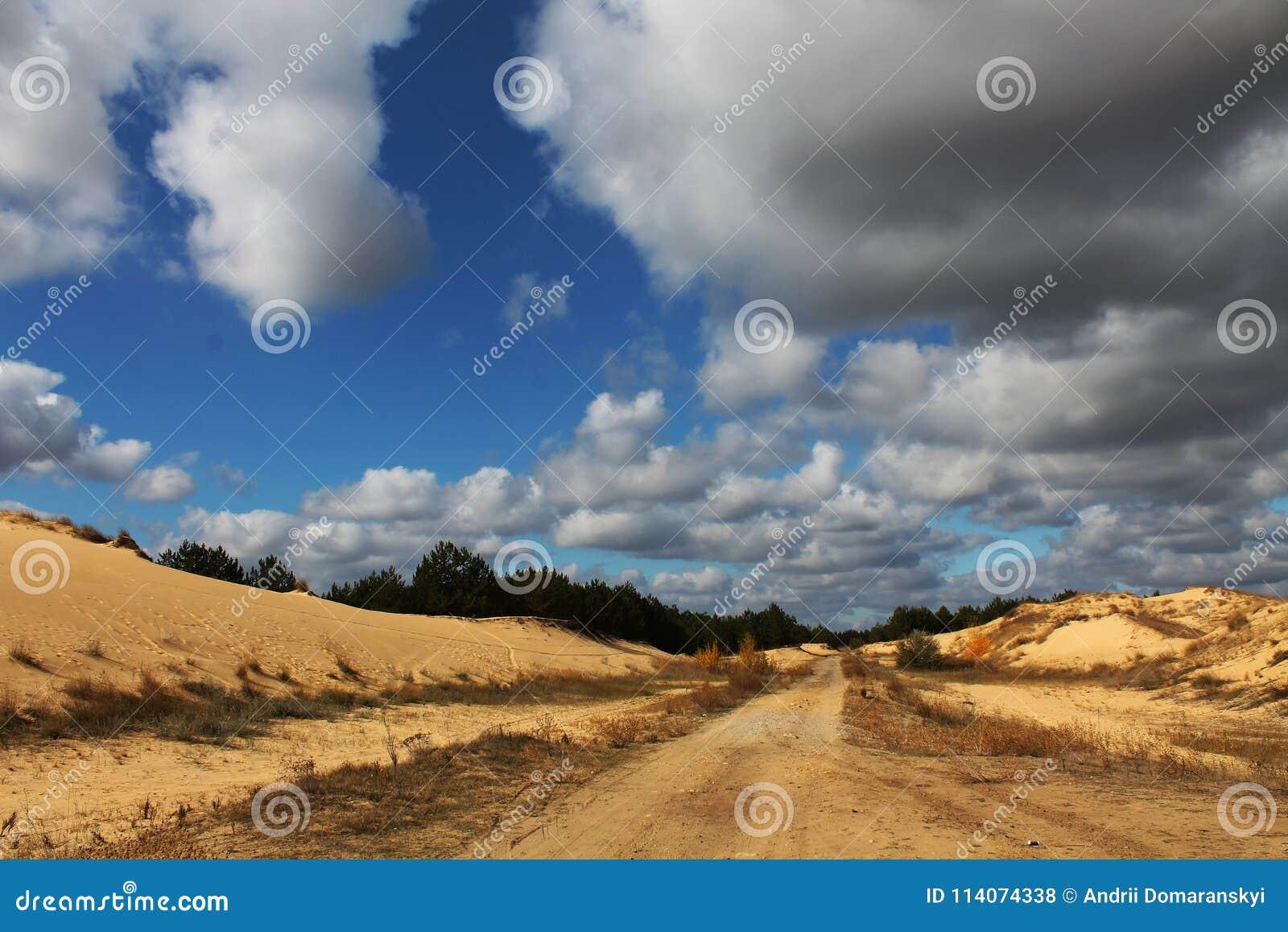 Zandduinen van de grootste woestijn van Europa ` s